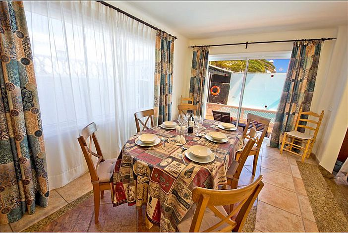 LVC196727 Holiday Villa Dining Room