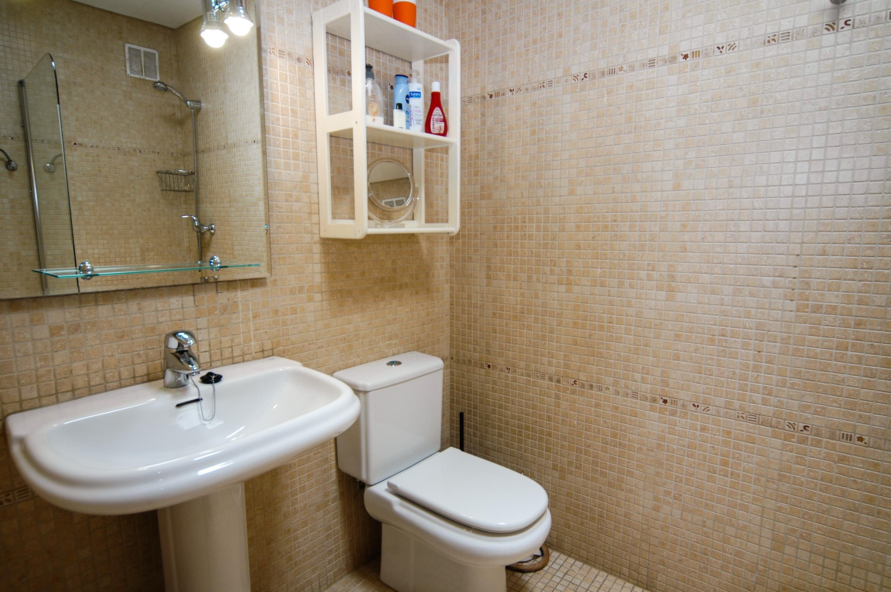 LVC198594 En suite shower room