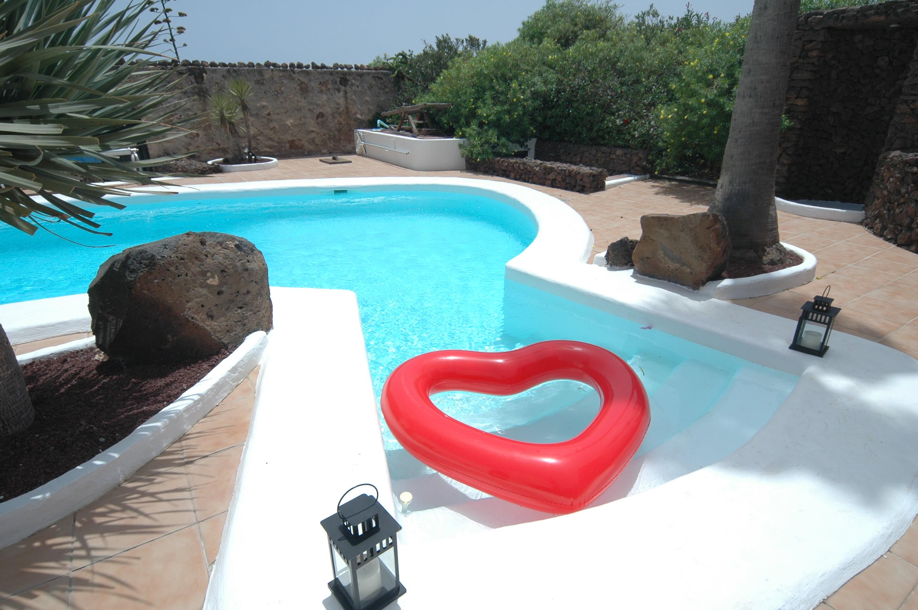 LVC198594 Pool