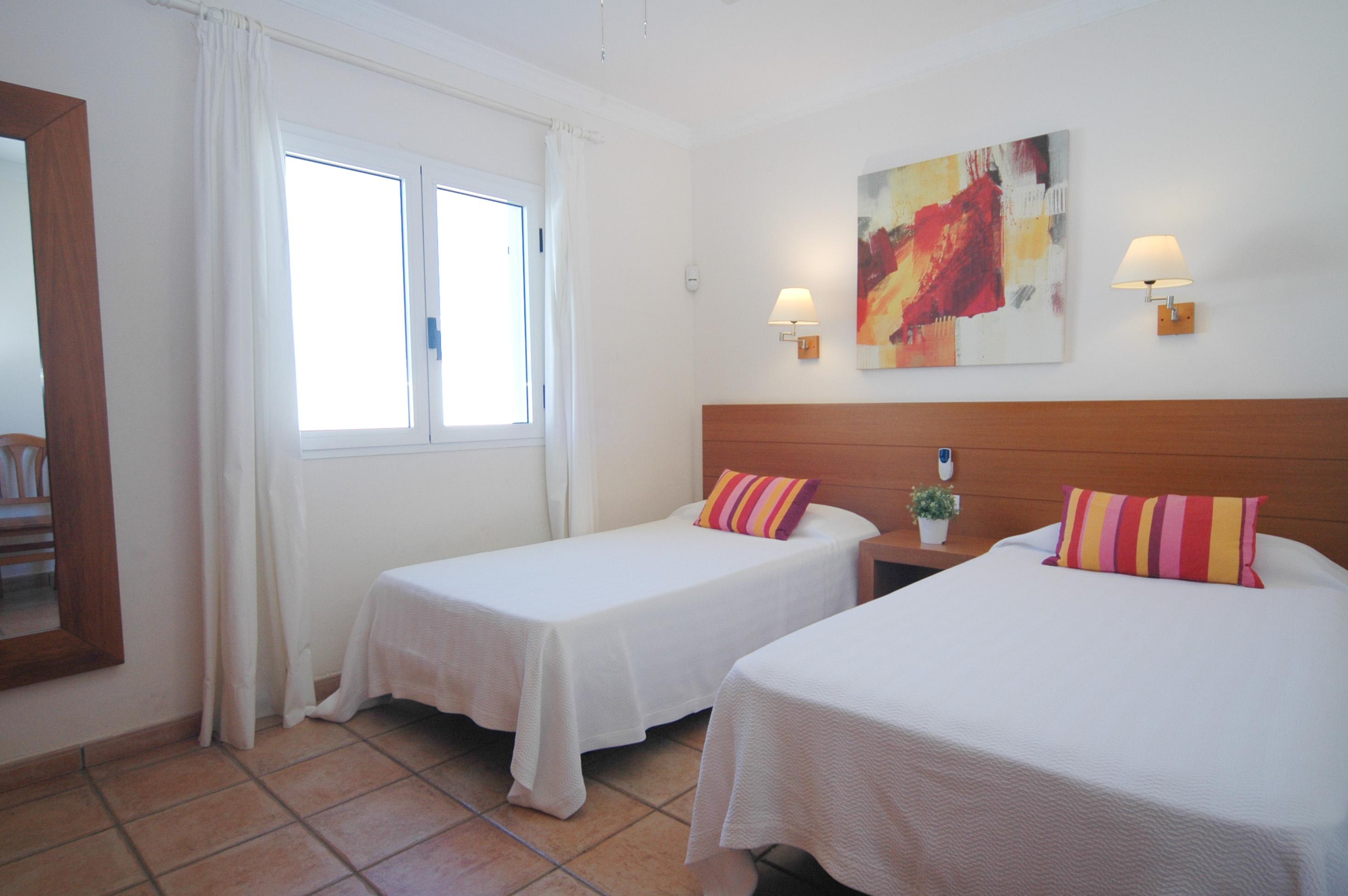 LVC311571 twin bedroom