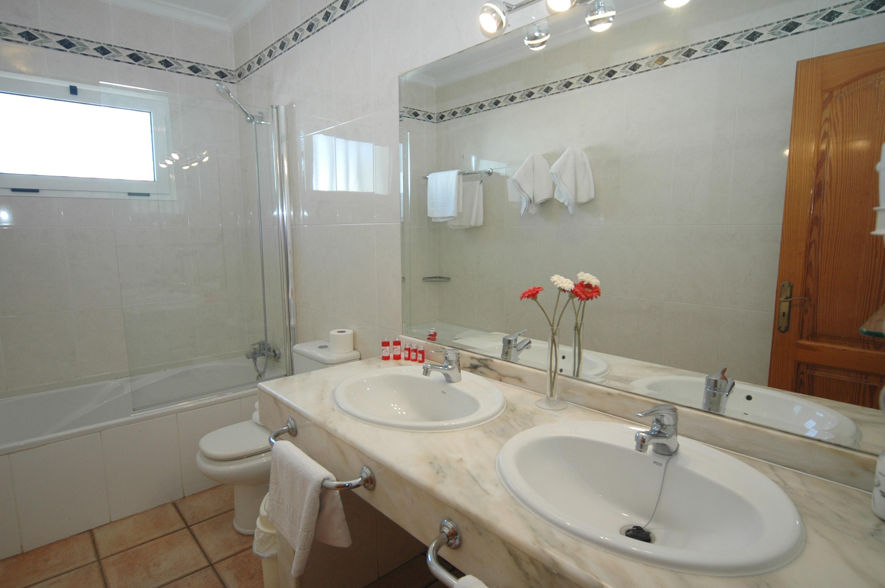 LVC311571 bathroom