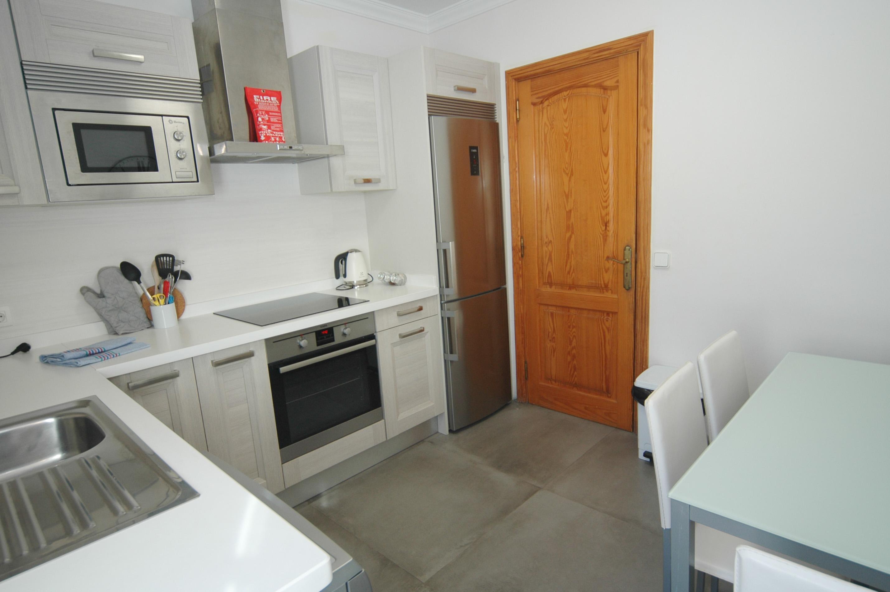 LVC311571  kitchen