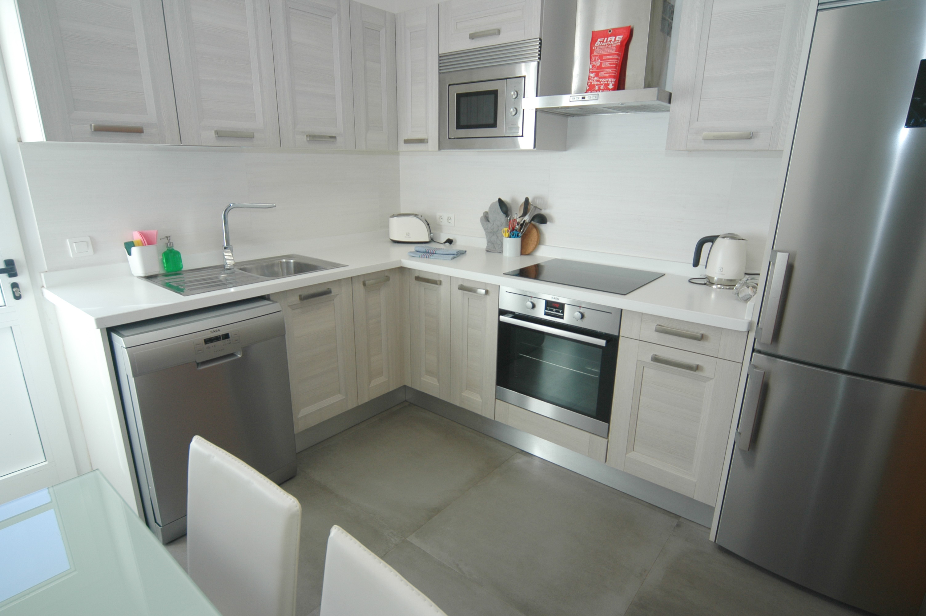 LVC311571 fully equipped kitchen