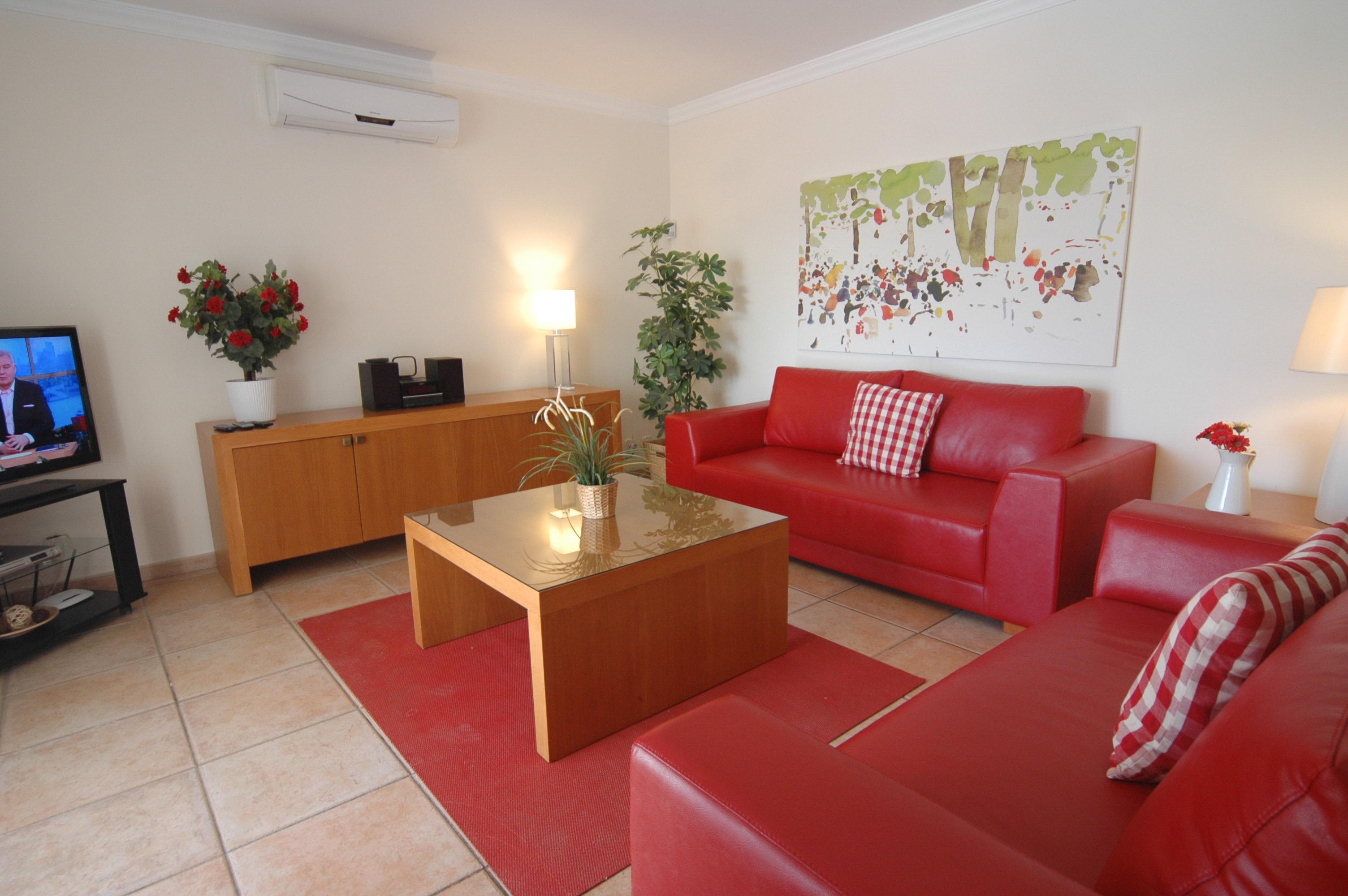 LVC311571 Spacious living room