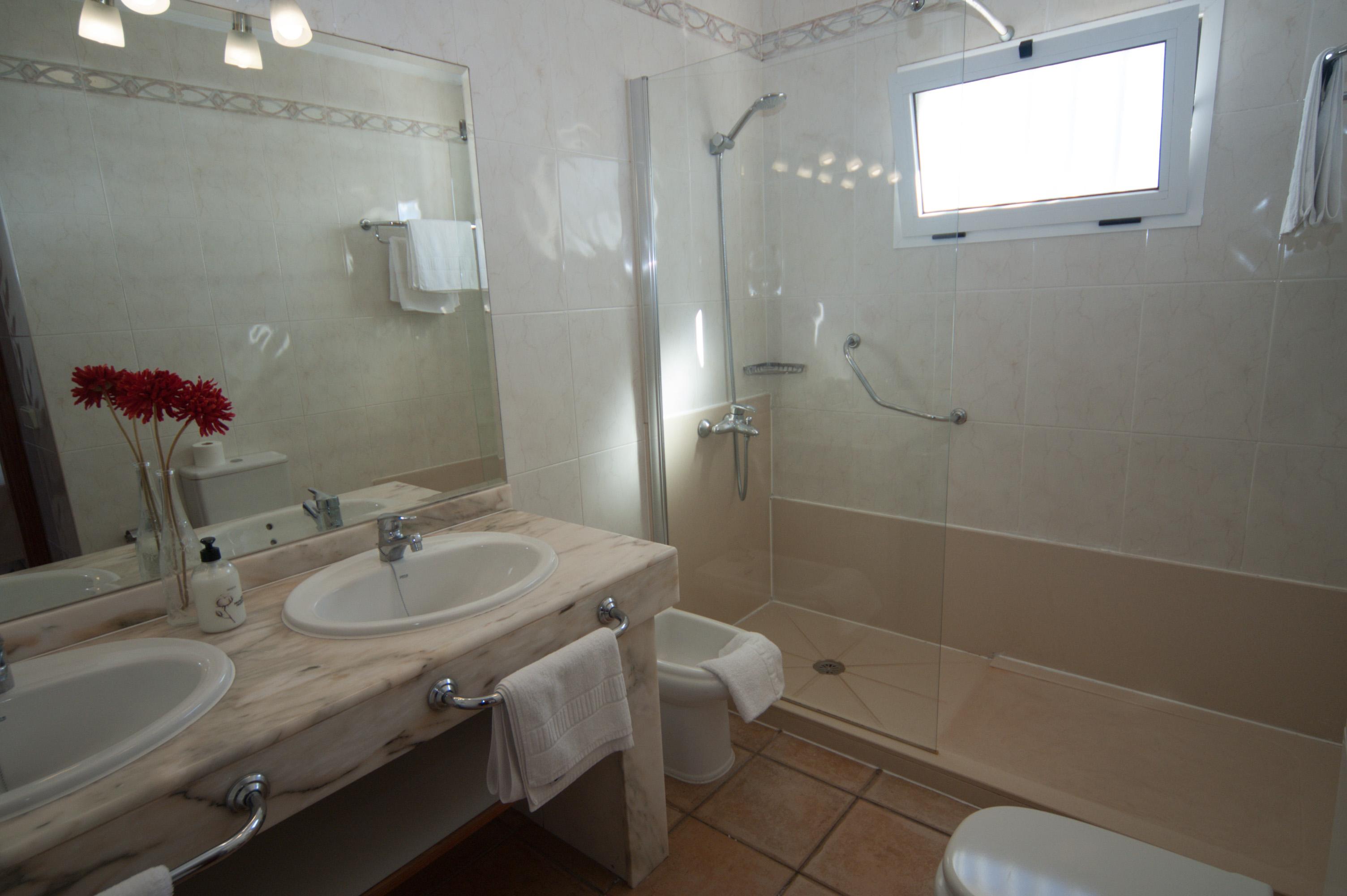 LVC311571 en suite shower room