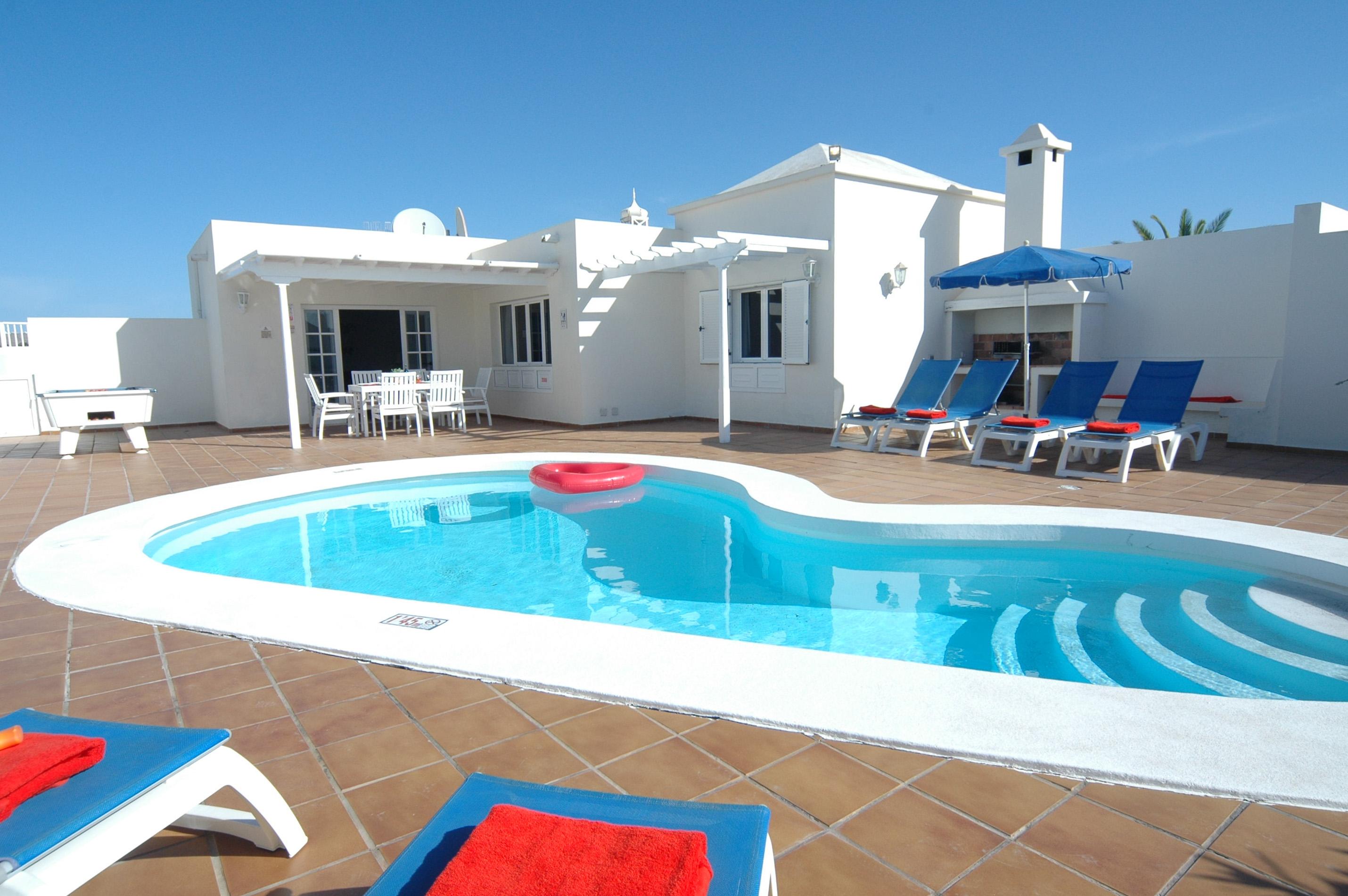 LVC311571 spacious pool area