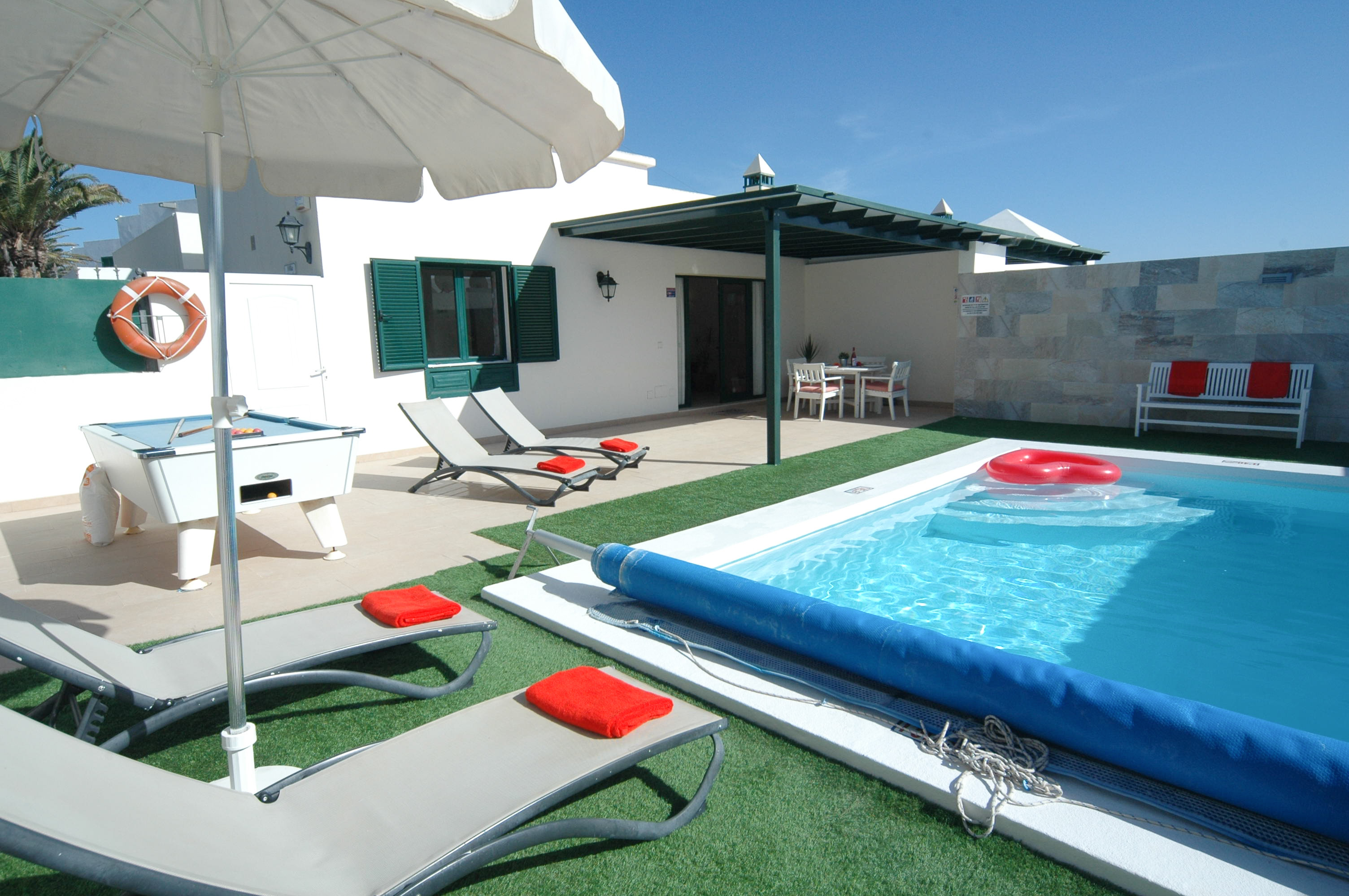 LVC311600 Heated pool and terrace