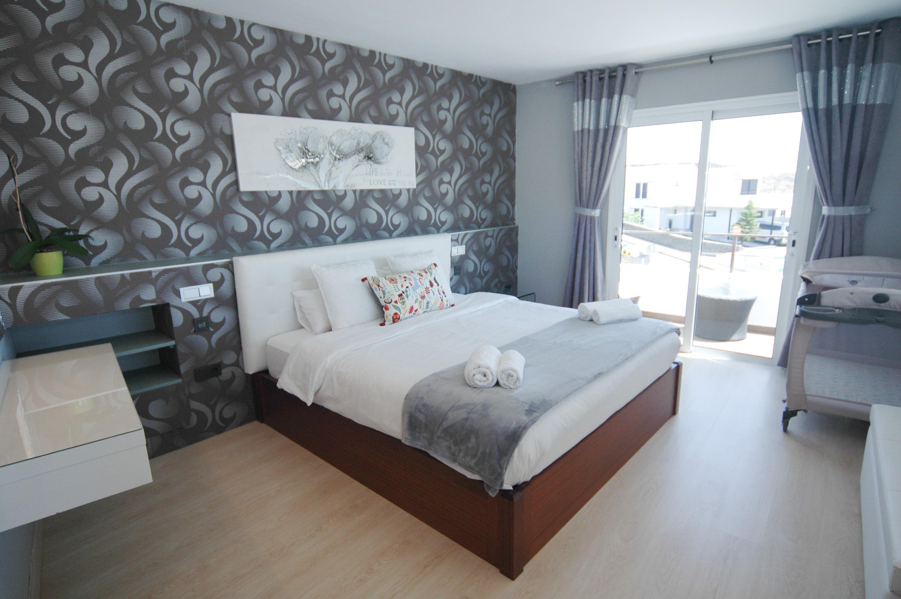 DLVC318814 Upstairs main bedroom