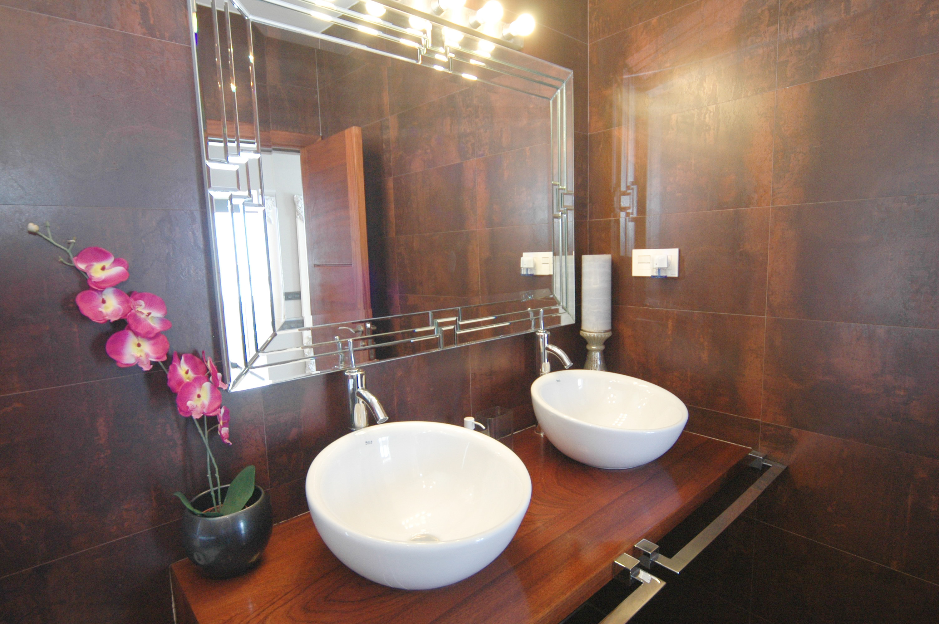 LVC318814 En suite bathroom