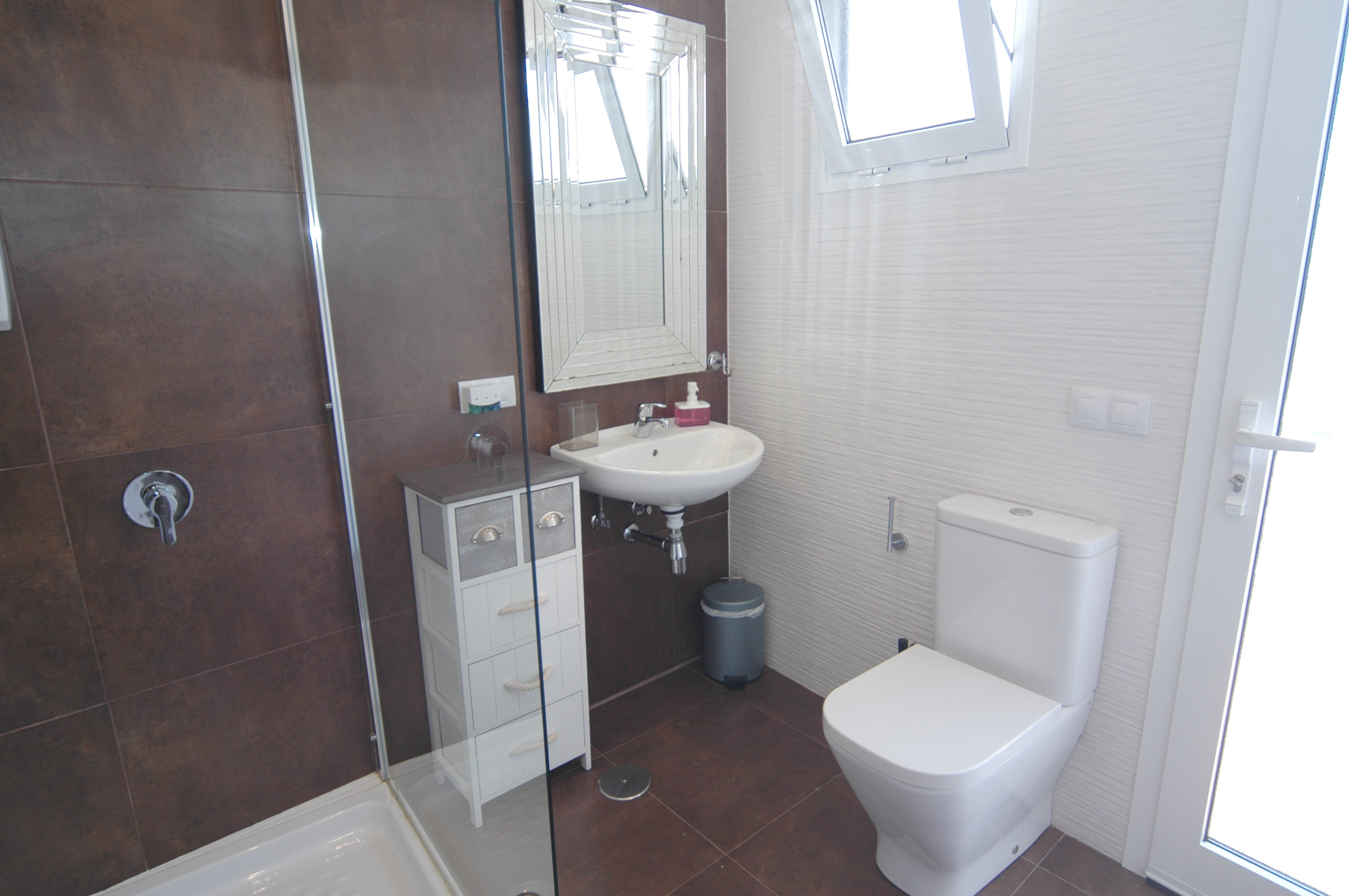 LVC318814 ensuite shower room