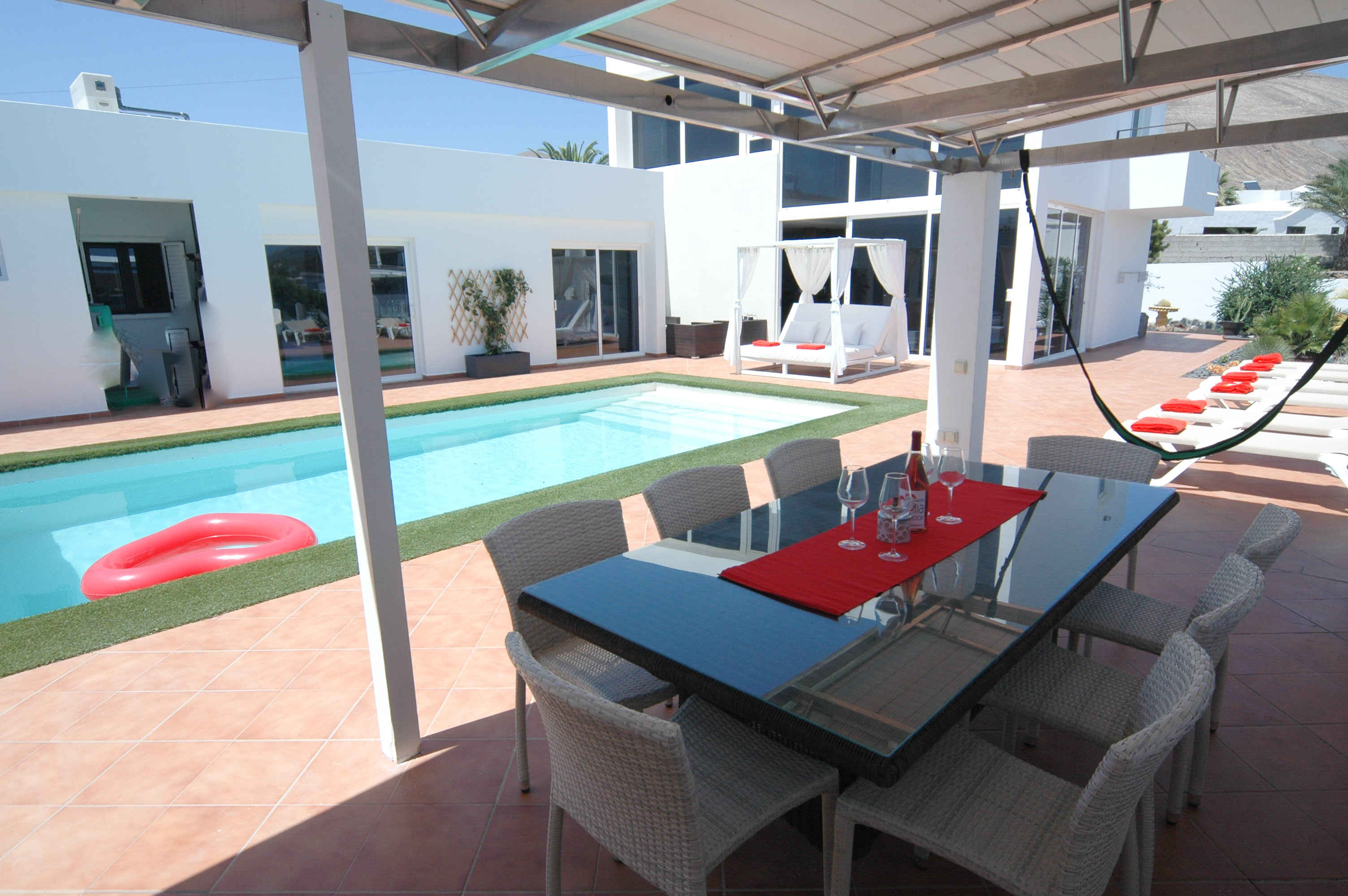 LVC318814 Undercover terrace for al fresco dining