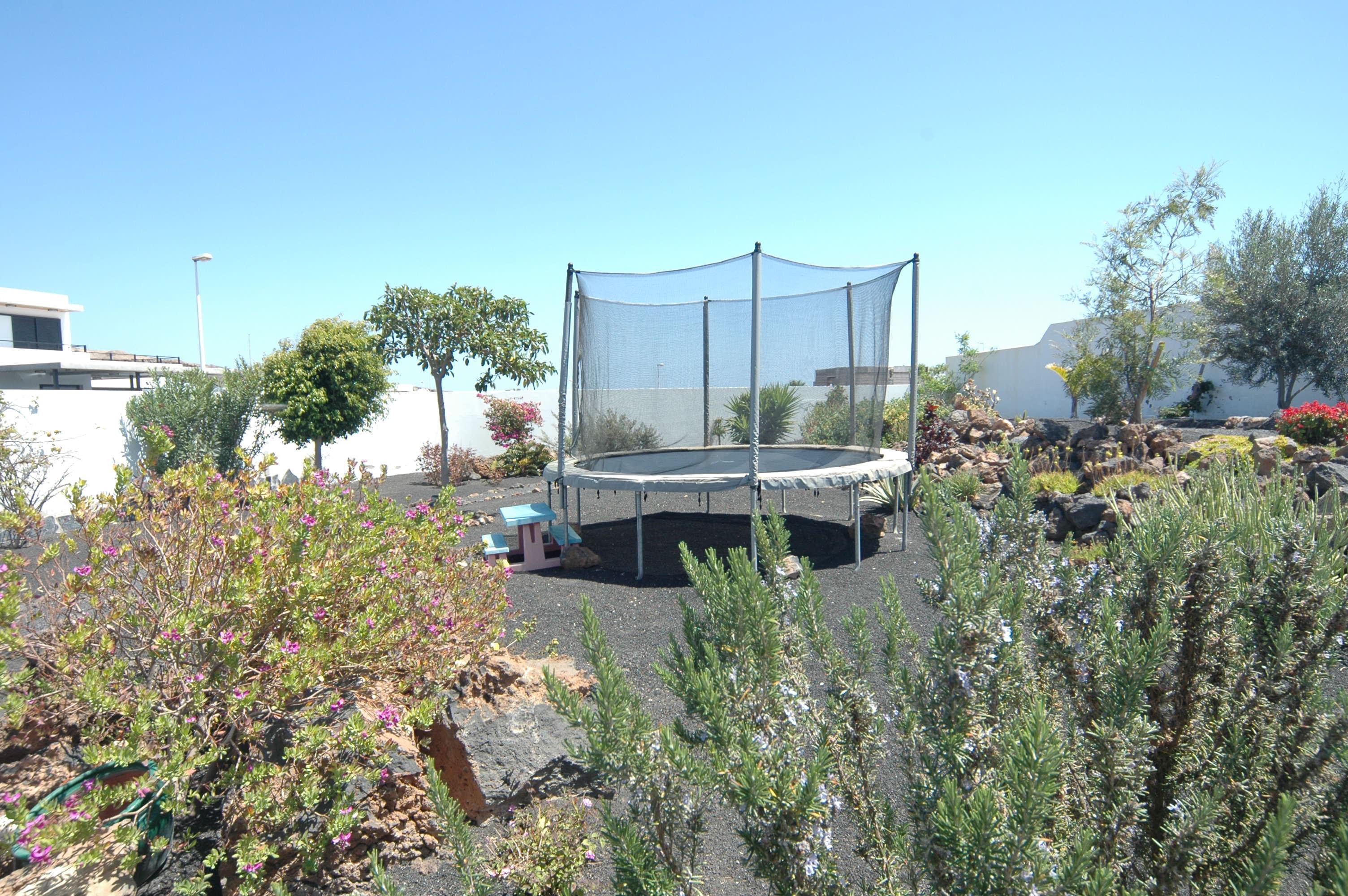 LVC318814 Childrens trampoline
