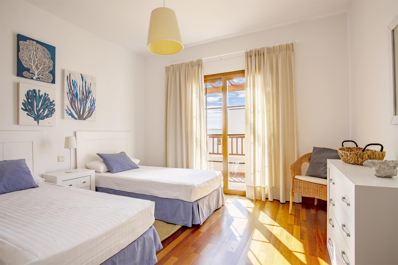 example twin room