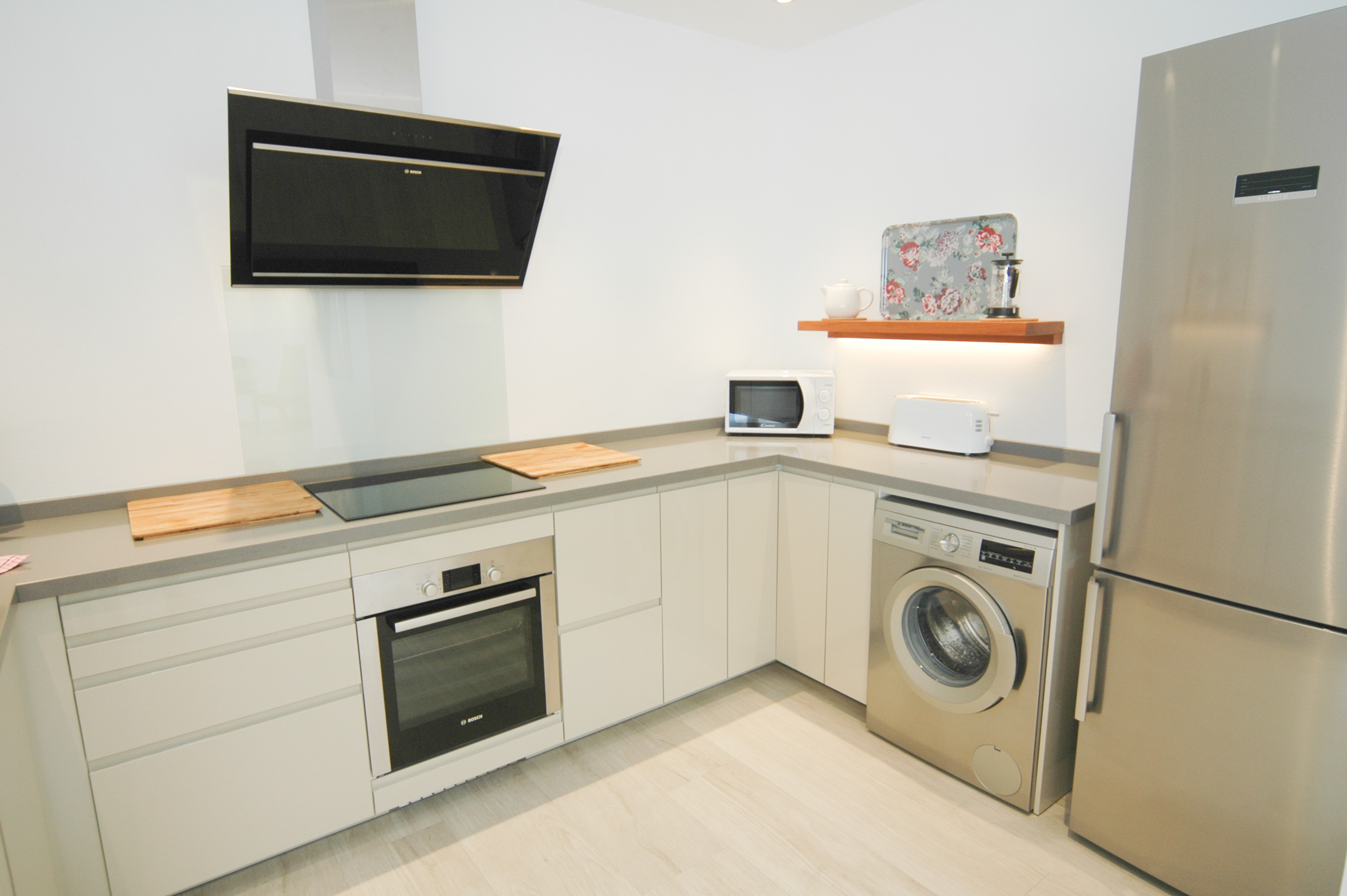 LVC327328 Modern fully fitted kitchen
