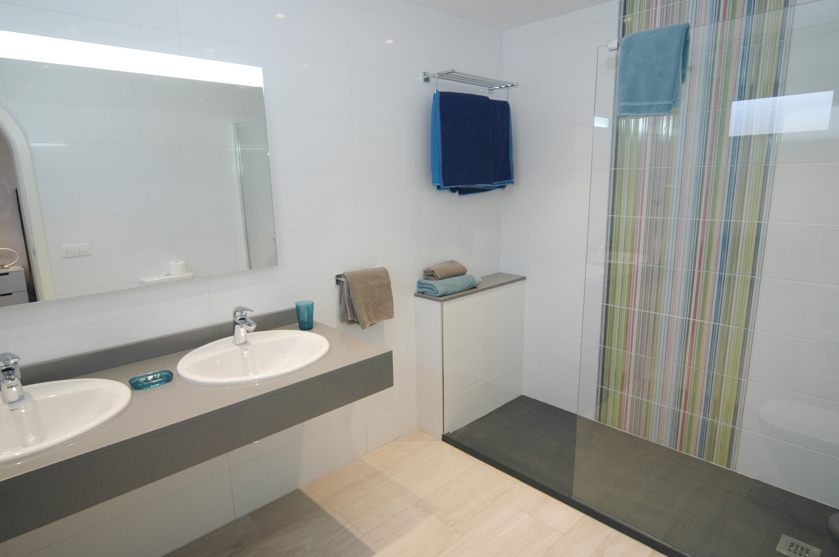 LVC327328  en suite shower room