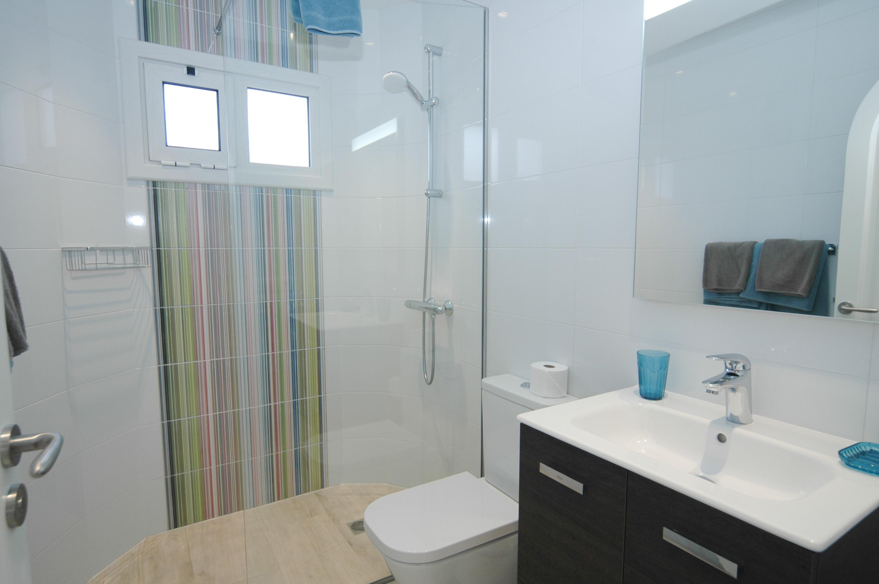 LVC327328 shared shower room