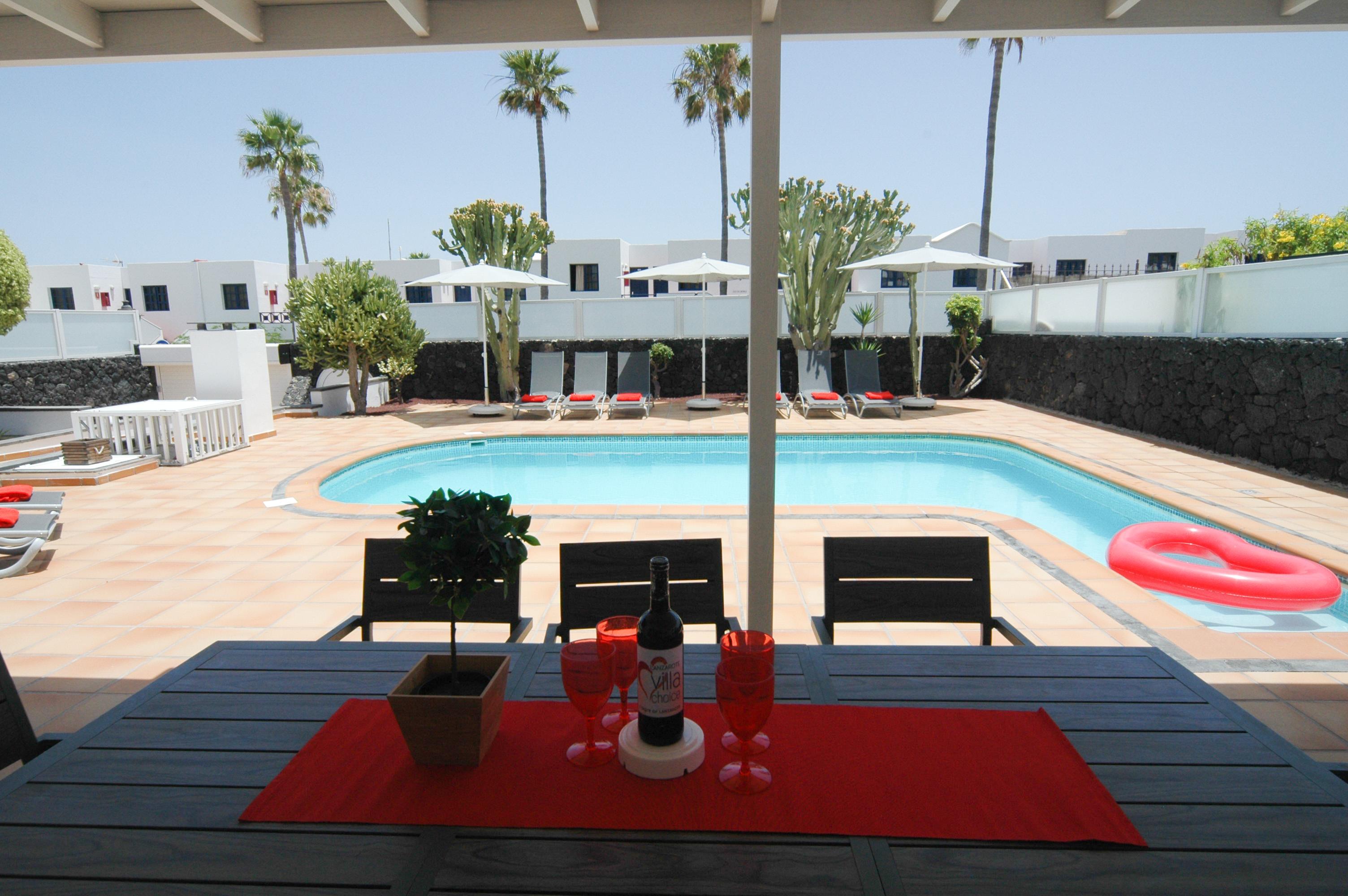 LVC327328 Spacious pool area