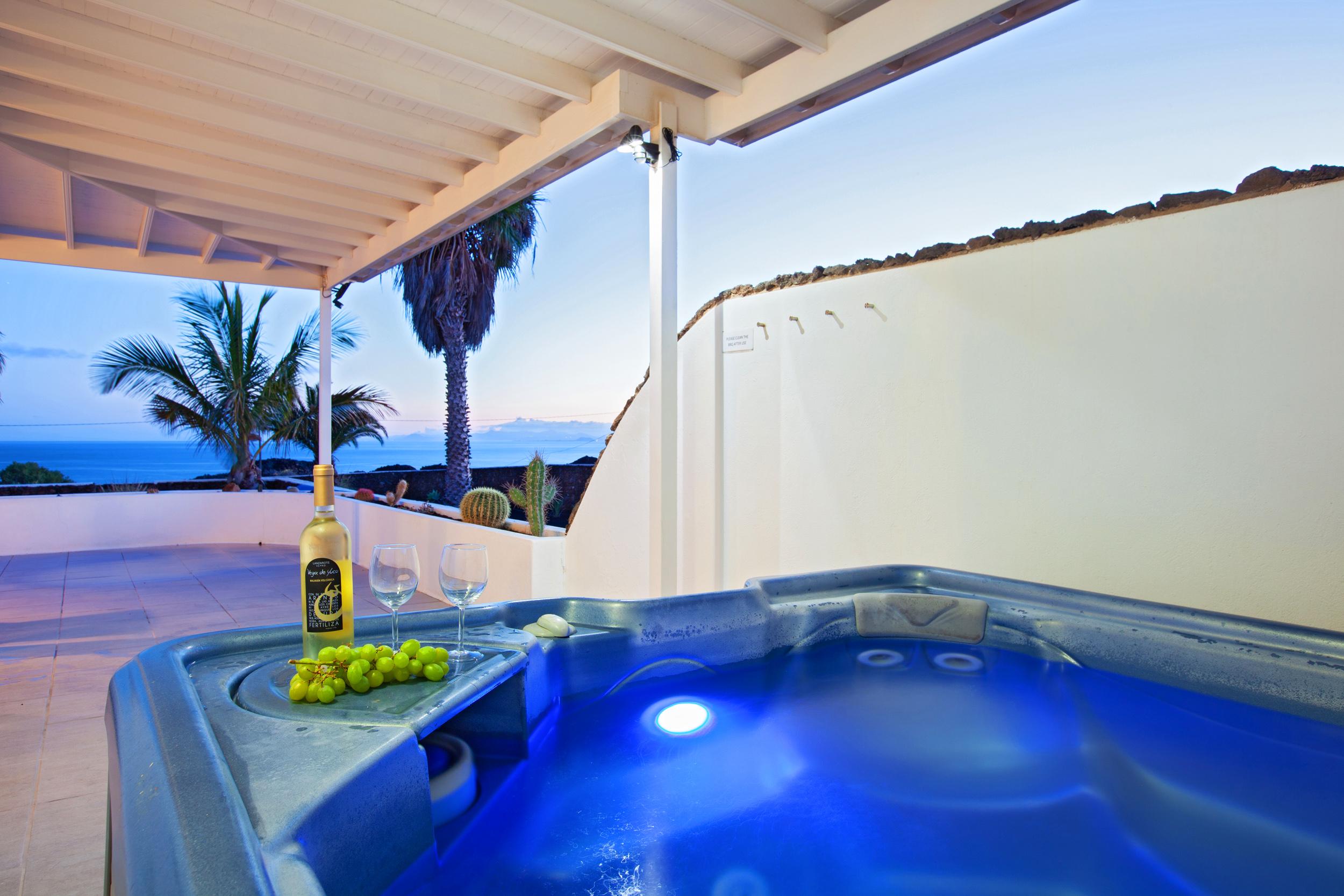 LVC198416 Hot Tub and sea views