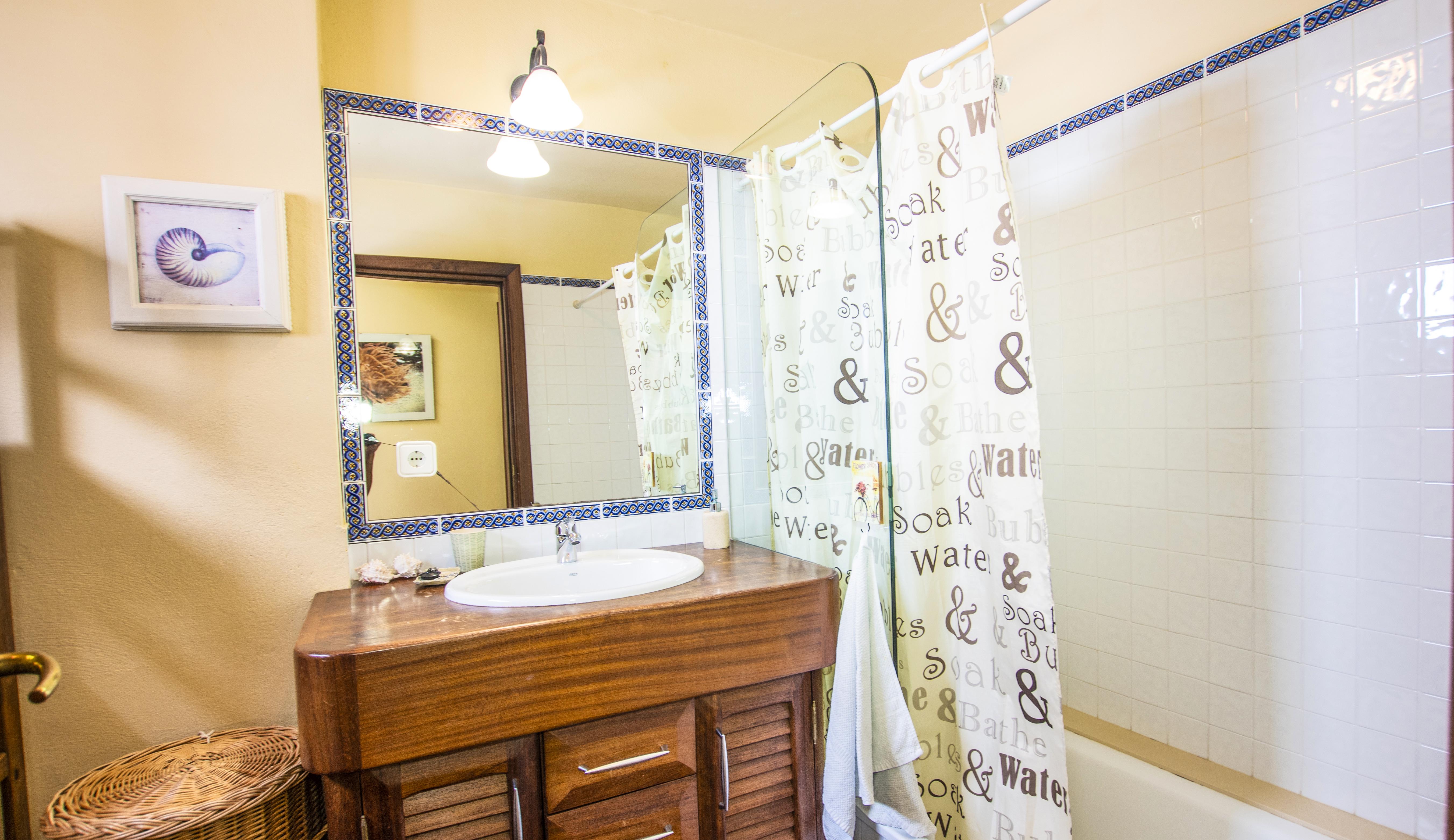 LVC210178 Second en suite bathroom