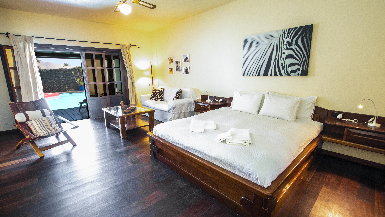 LVC210178 Principal bedroom