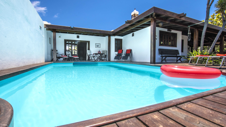 LVC210178 Villa and pool area