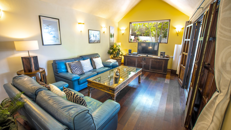 LVC210178 Living room