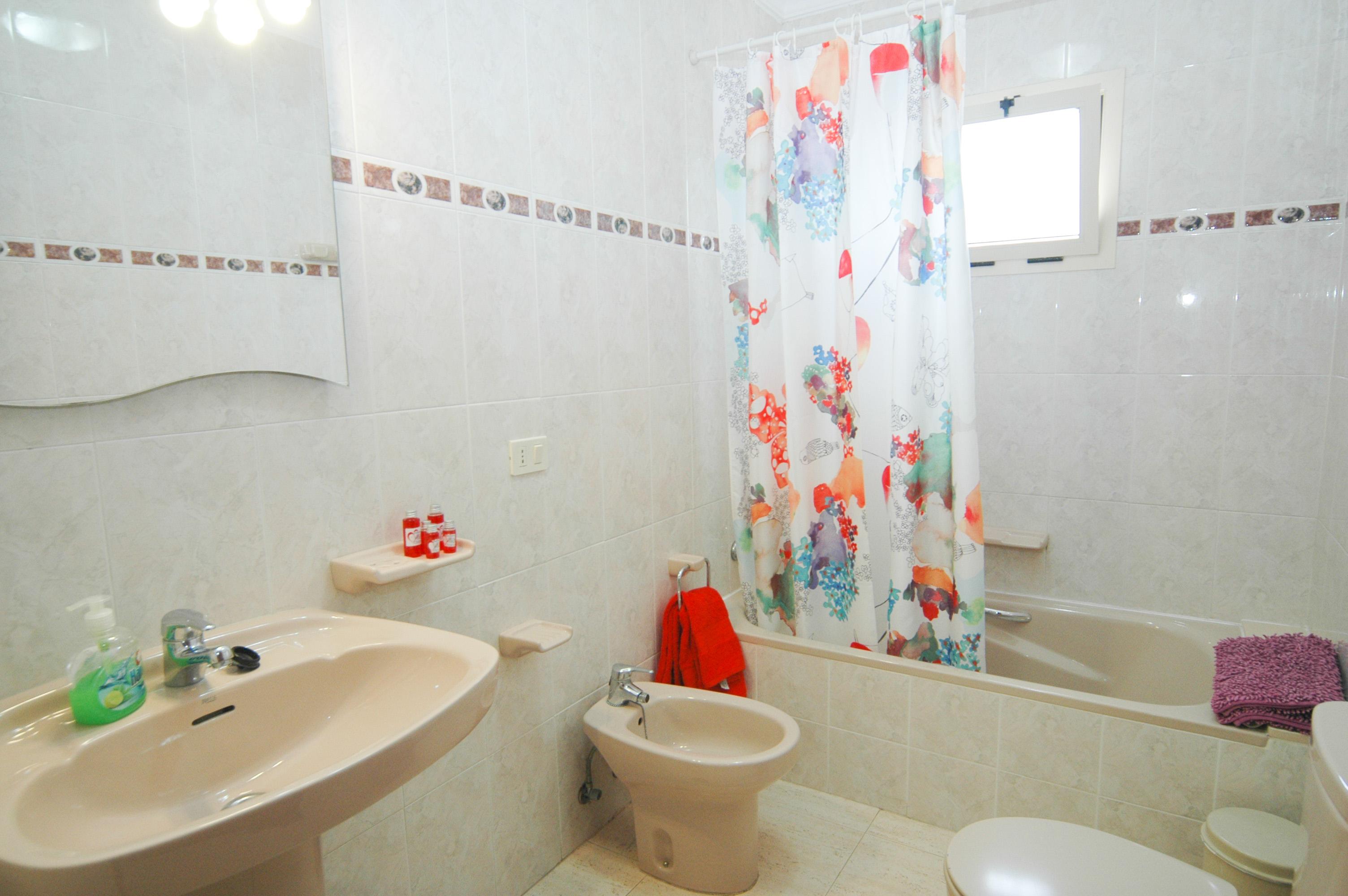 LVC212405 bathroom