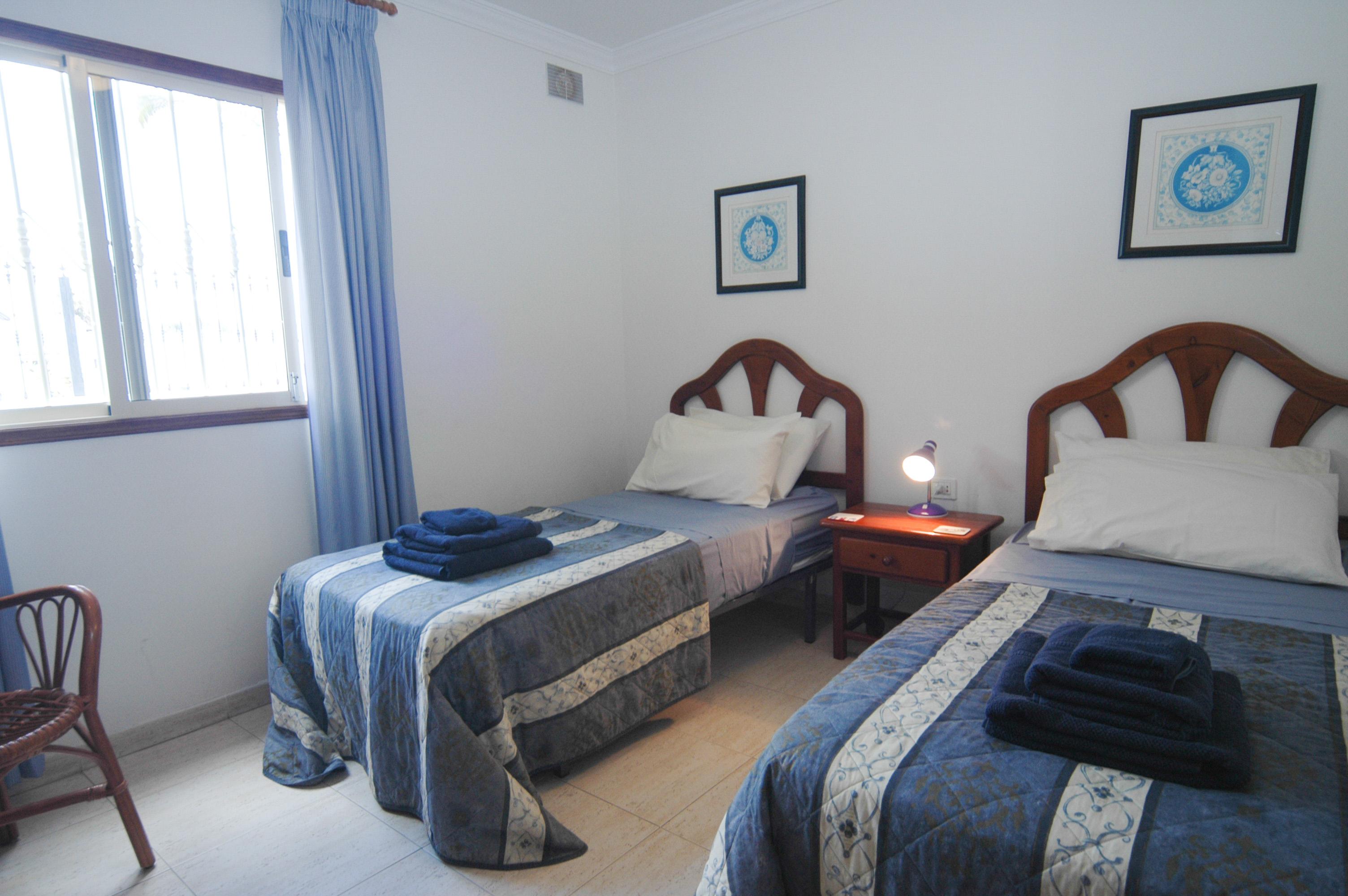 LVC212405 twin bedroom
