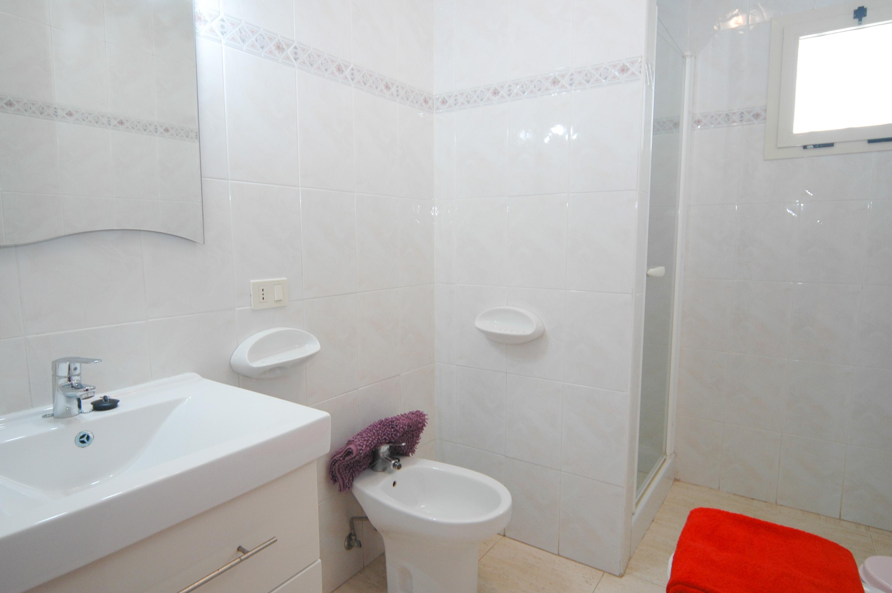 LVC212405 shower room