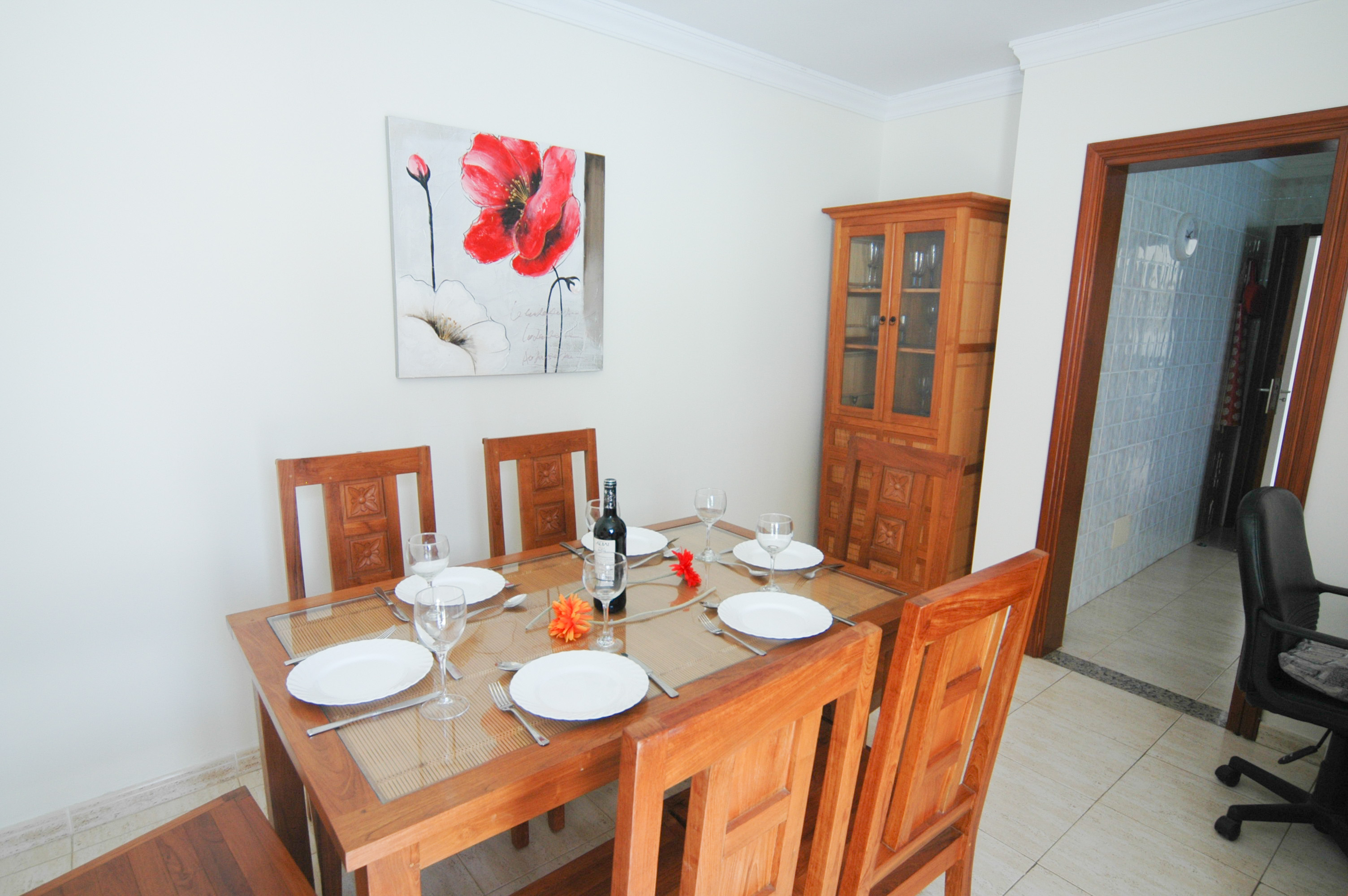 LVC212405 dining room