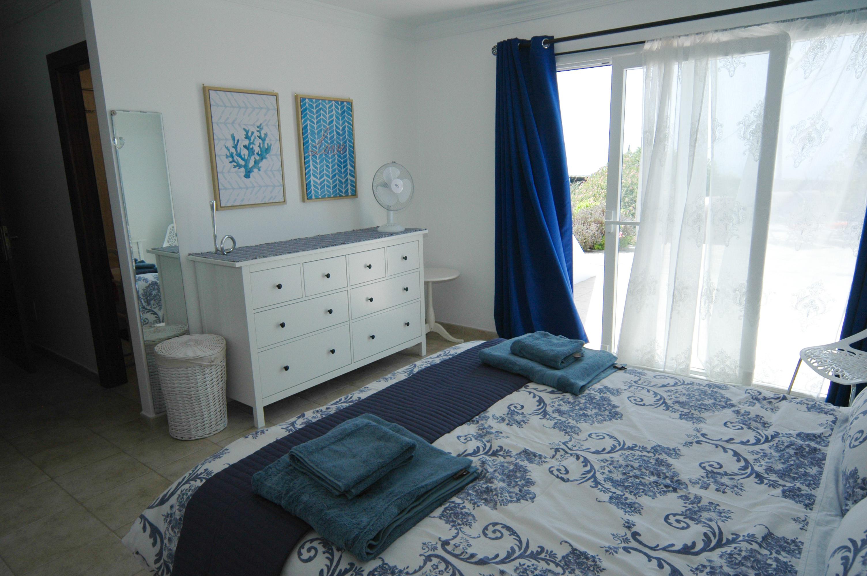 LVC330505 Principal bedroom
