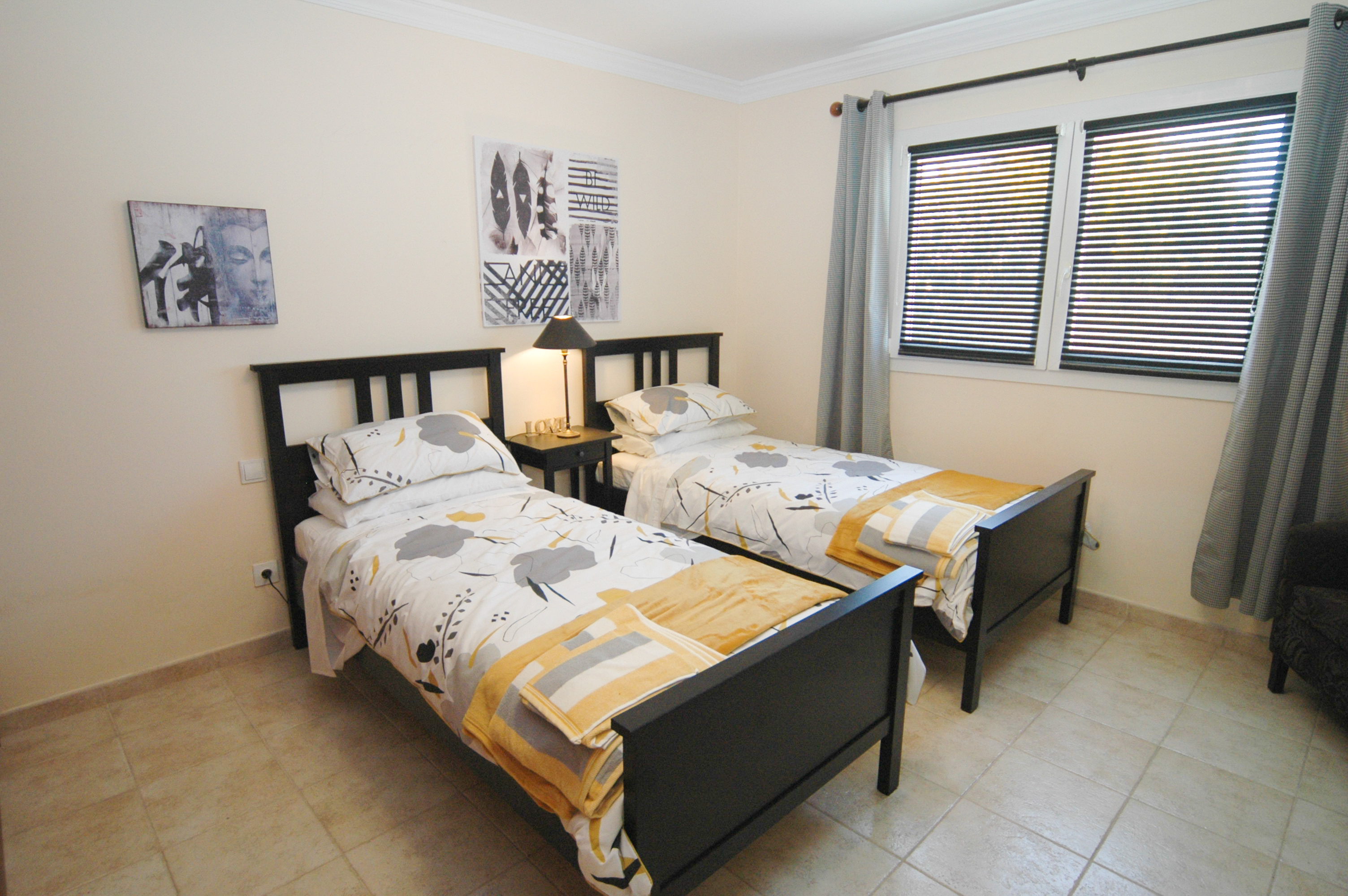 LVC330505 Twin bedroom