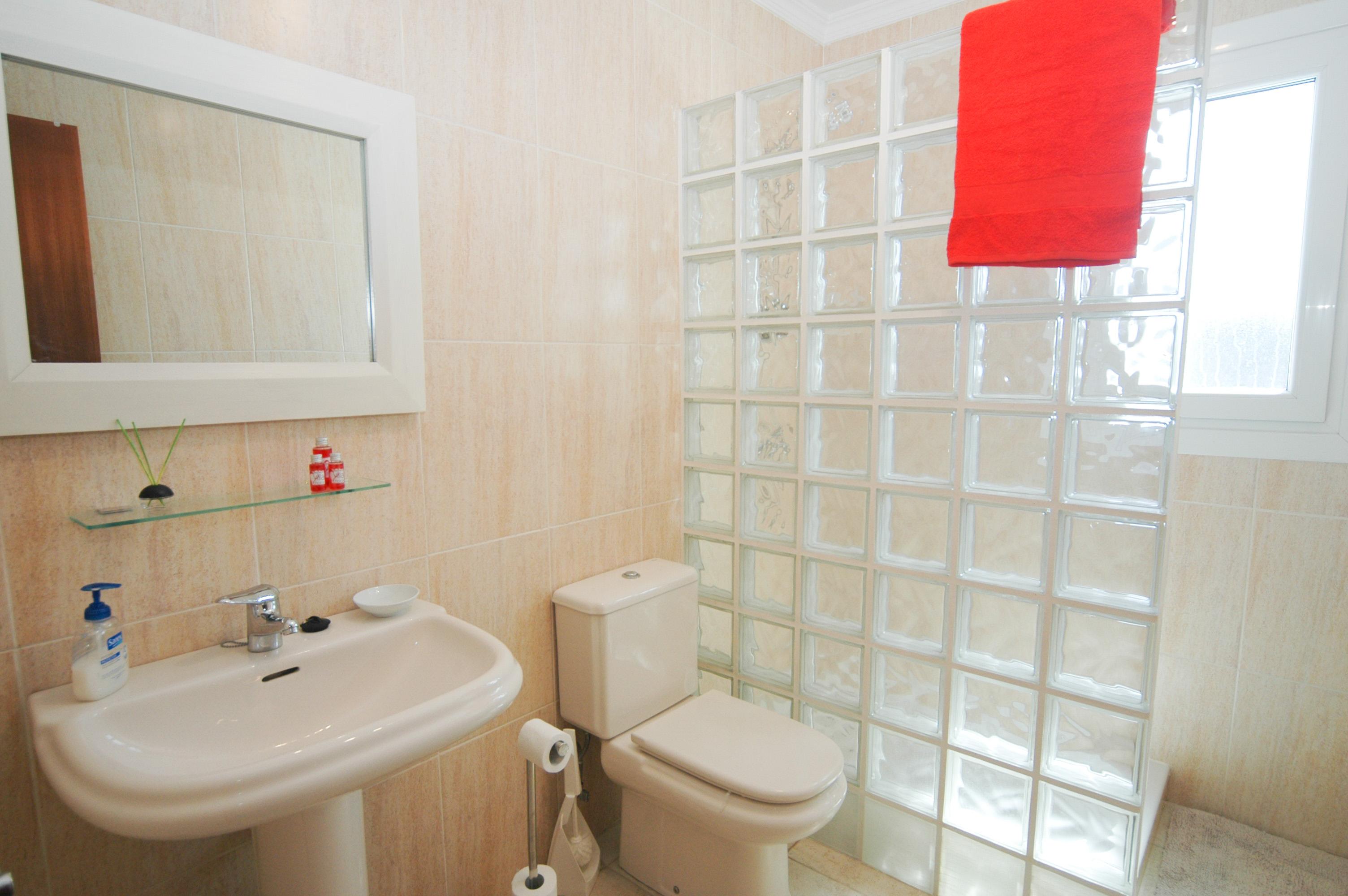 LVC330505 Shared shower room