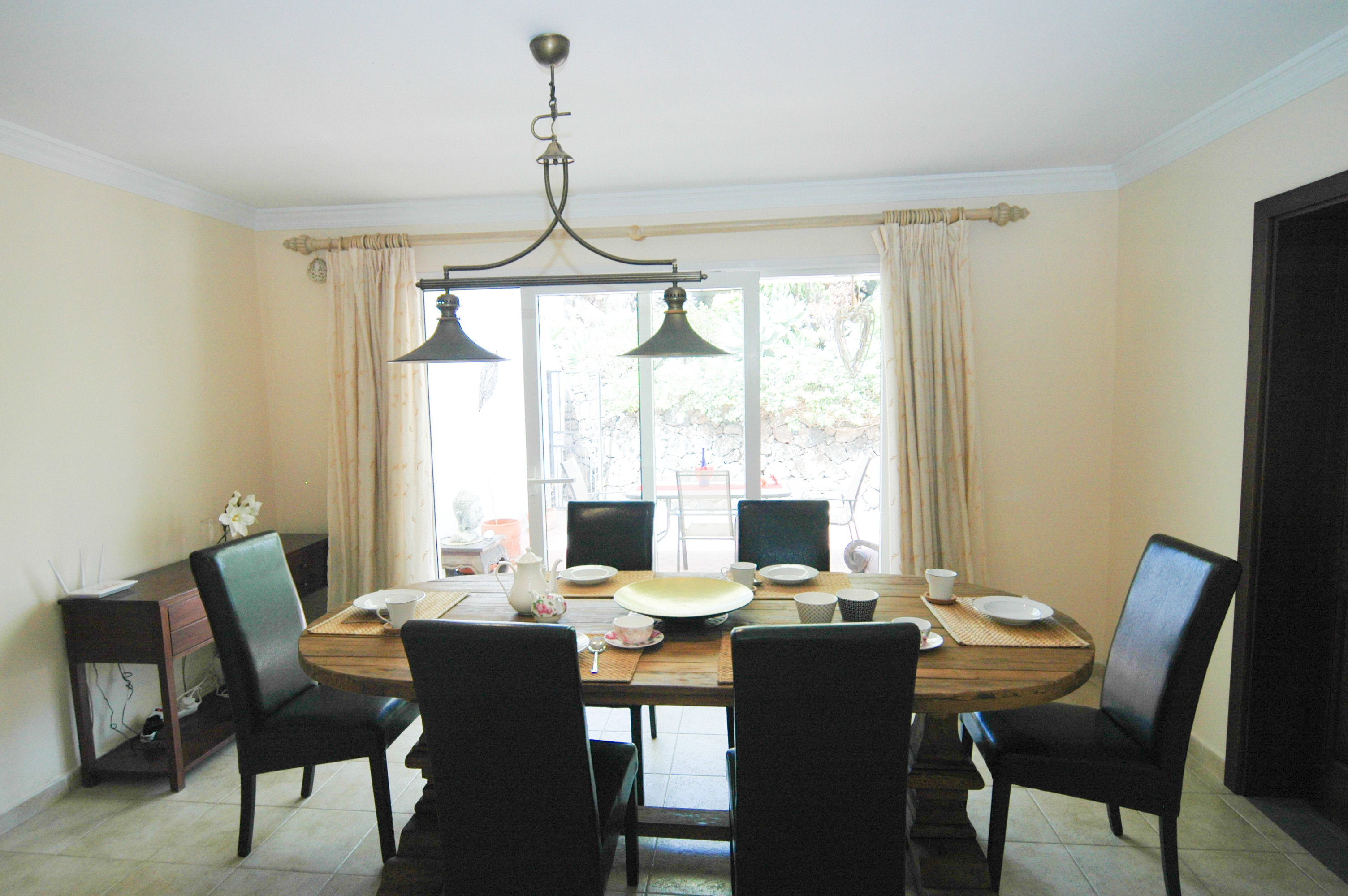 LVC330505 Dining area