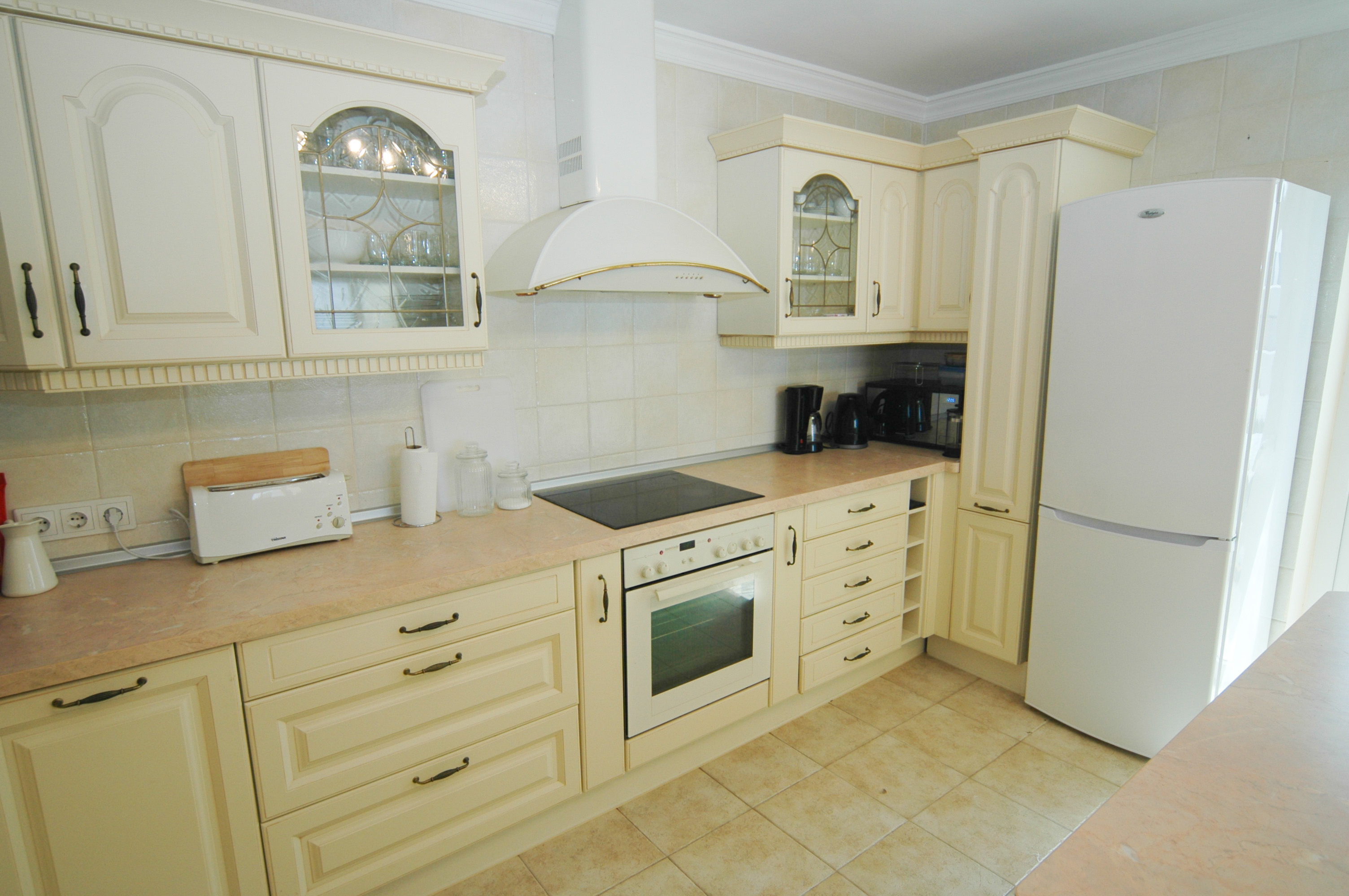 LVC330505 Fitted kitchen