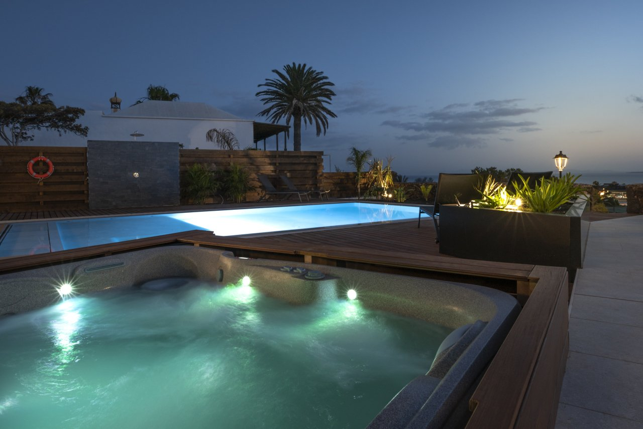 Villa LVC33064 Pool and hot tub