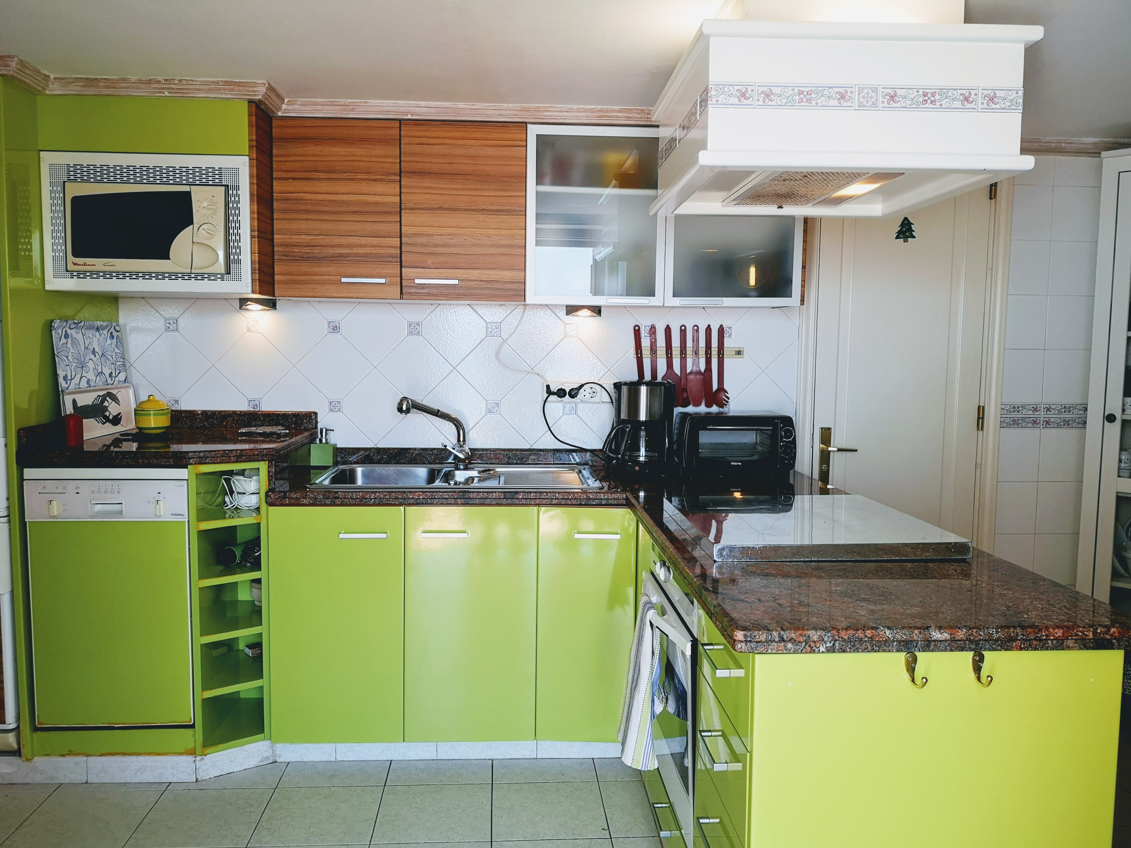LVC328662 Kitchen