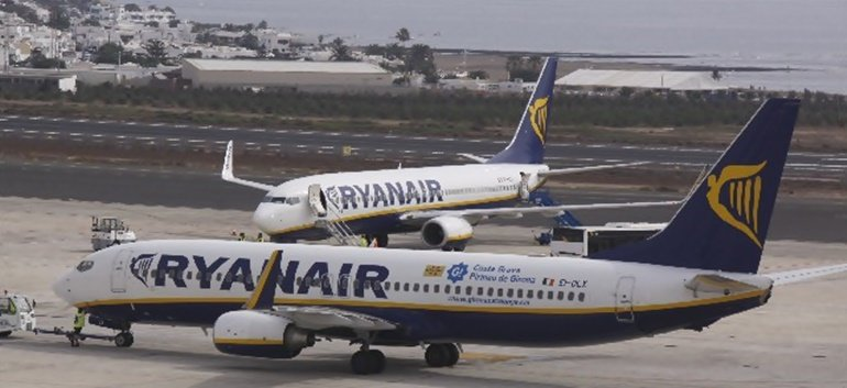 Ryanair plans to close bases in the Canary Islands