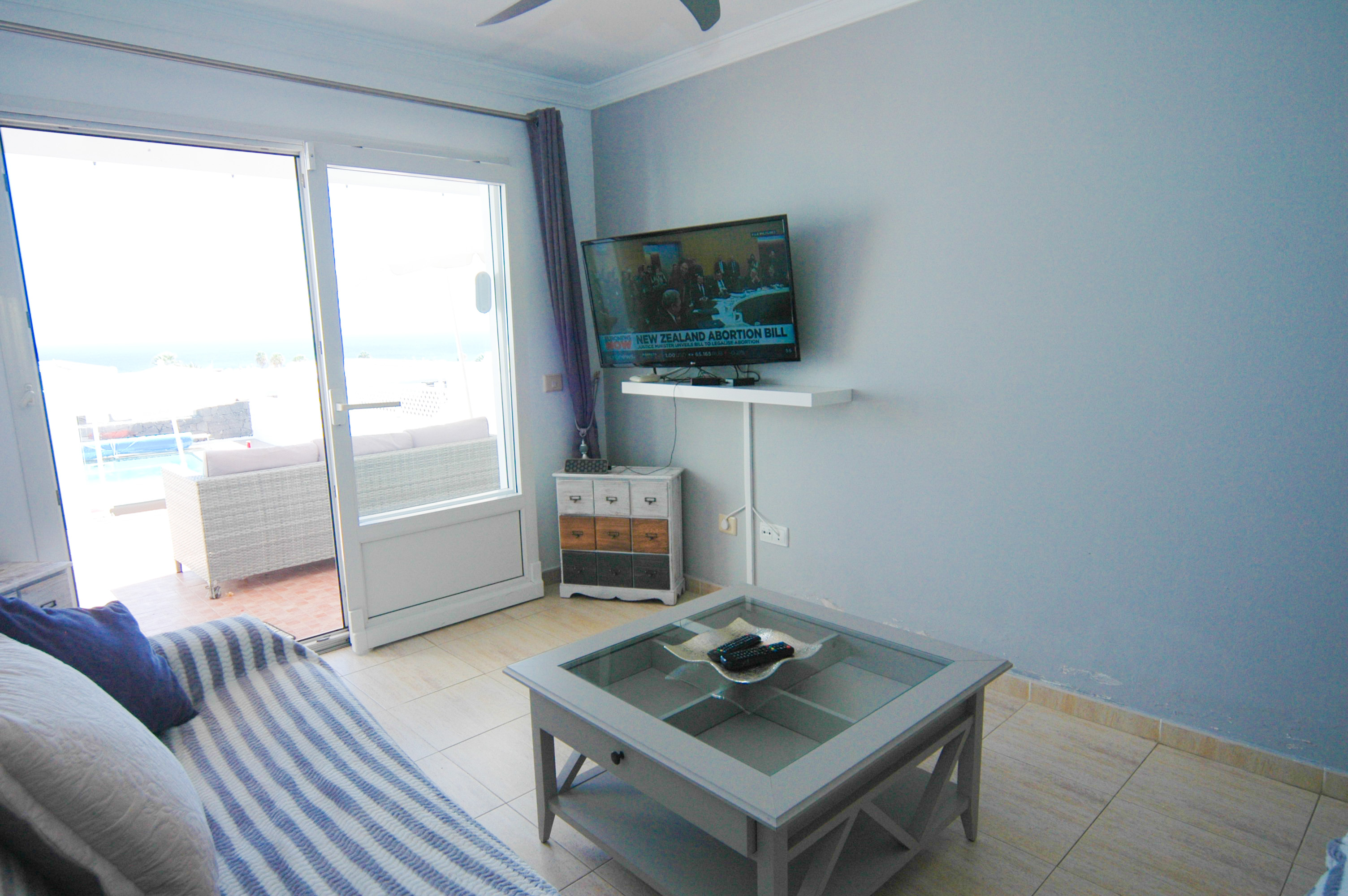 LVC328549 Living area