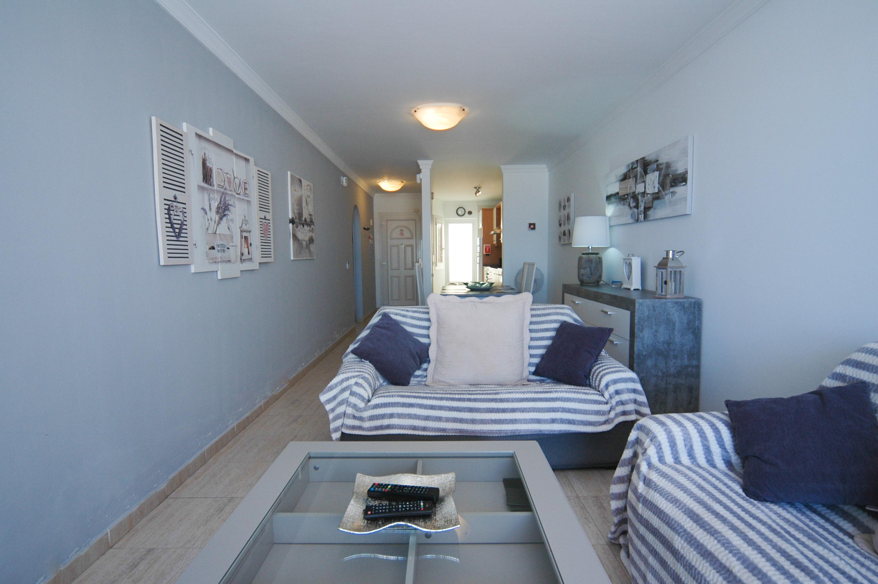 LVC328549 Living room