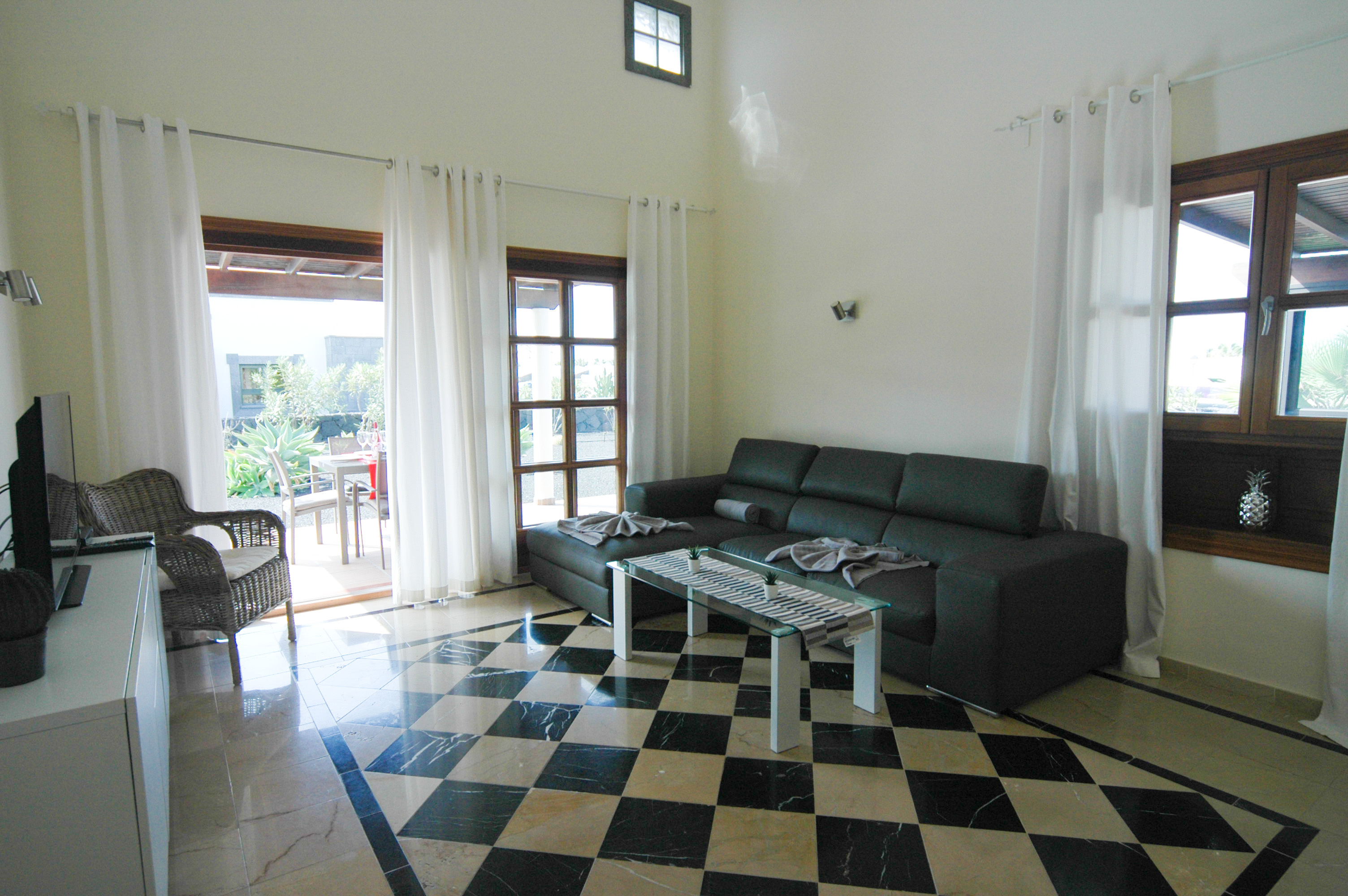 LVC333174 Living room