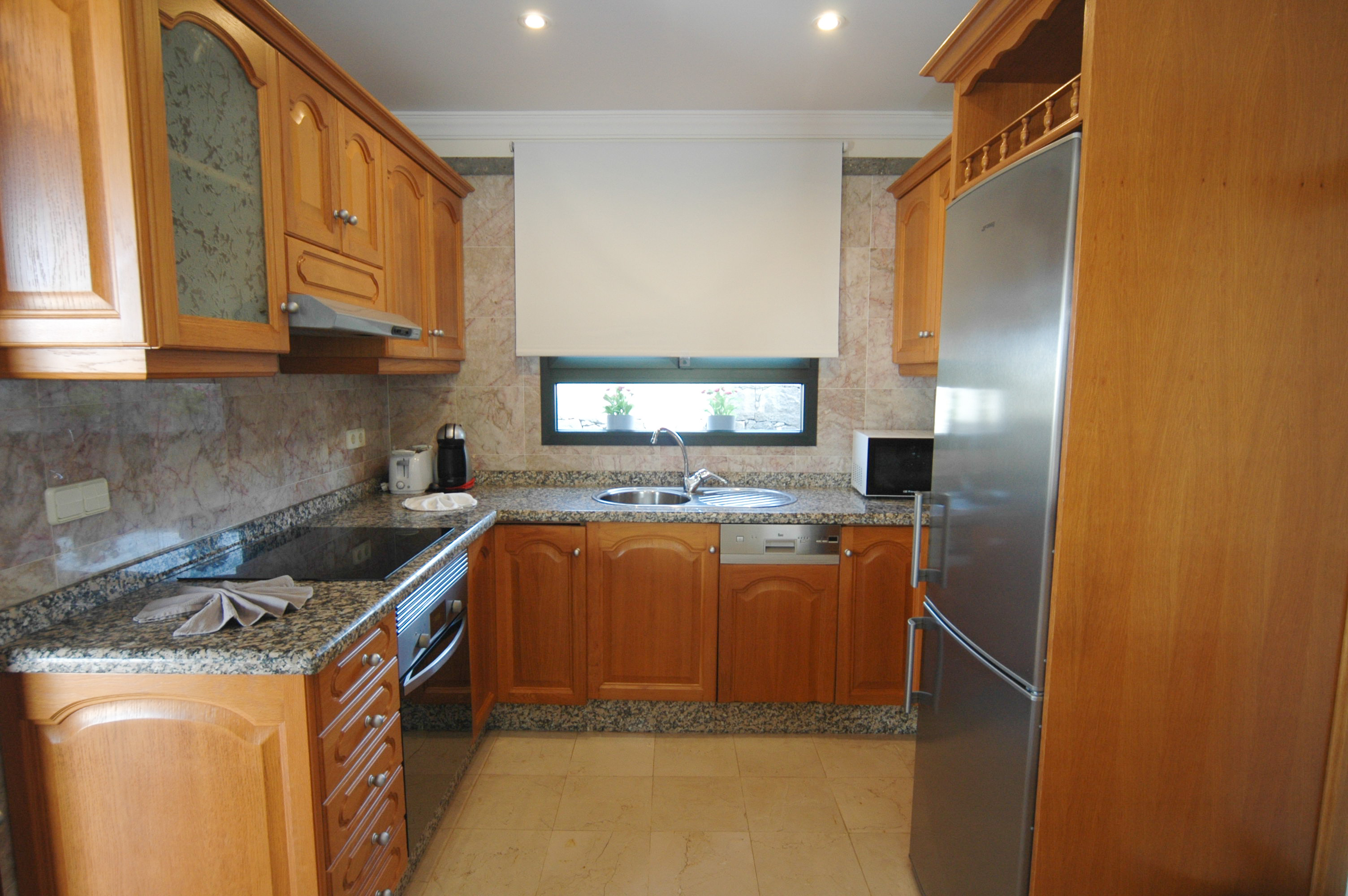 LVC333174 Fitted kitchen