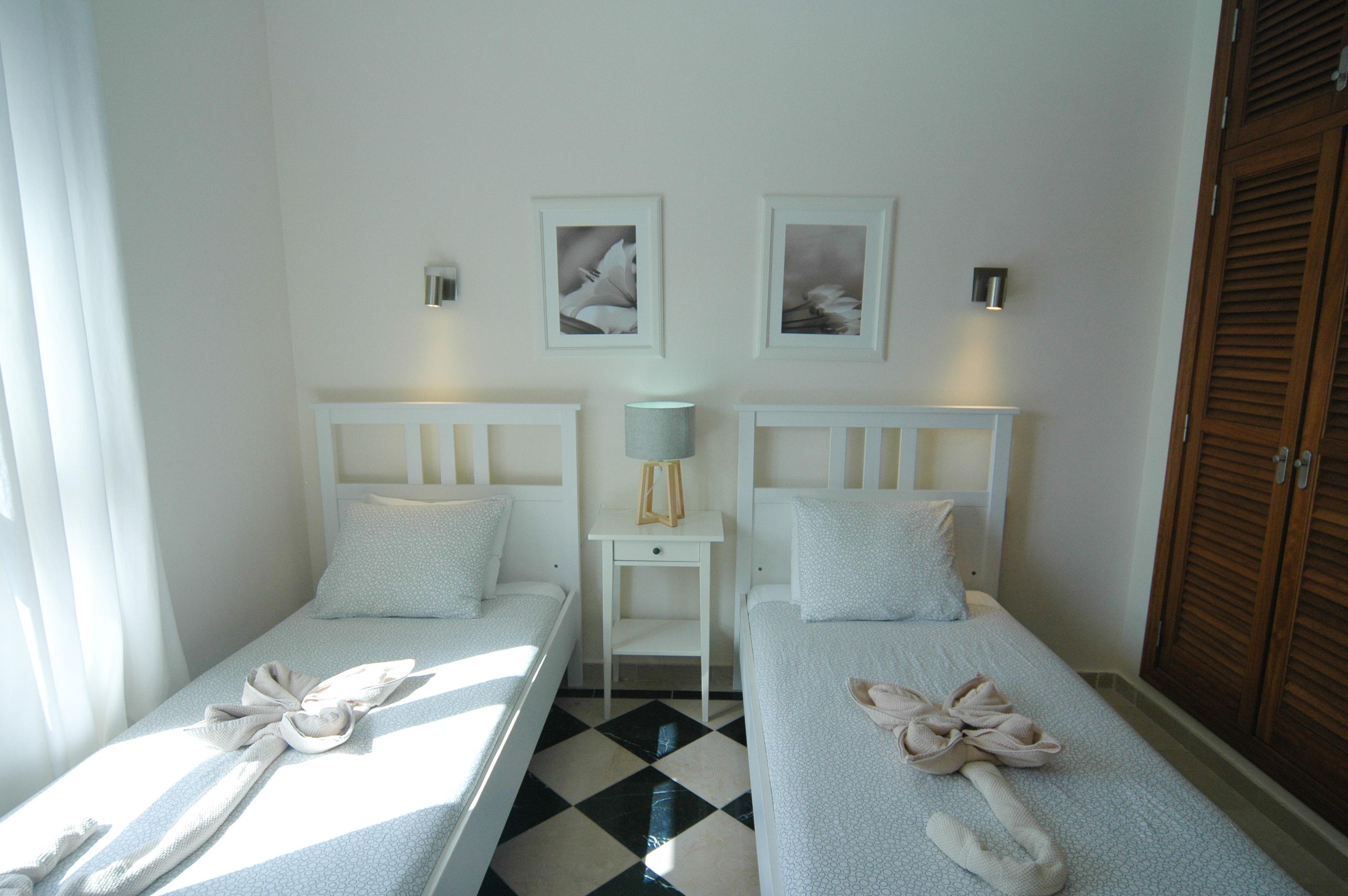 LVC333174 Twin bedroom