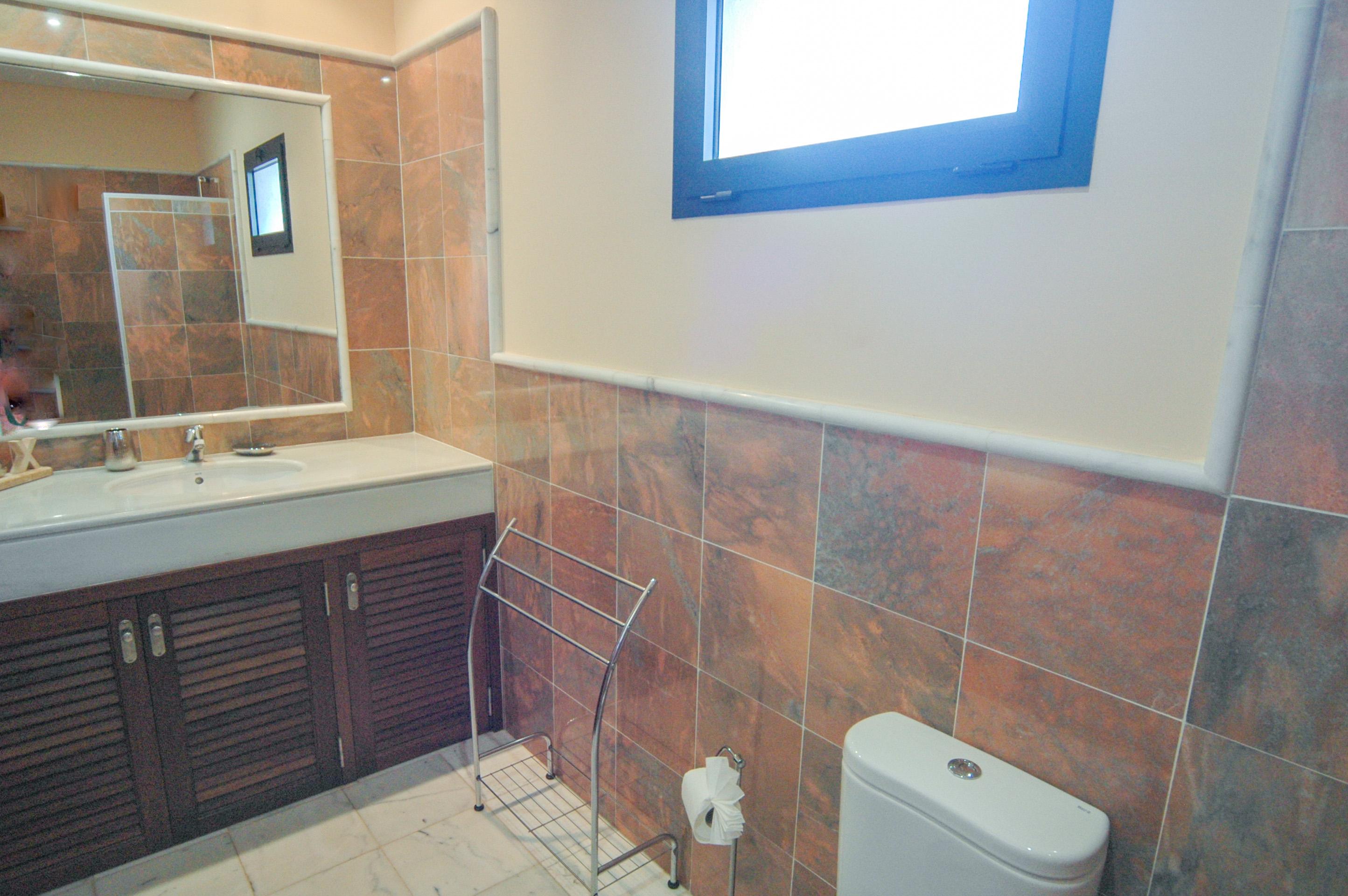 LVC333174 Family shower room