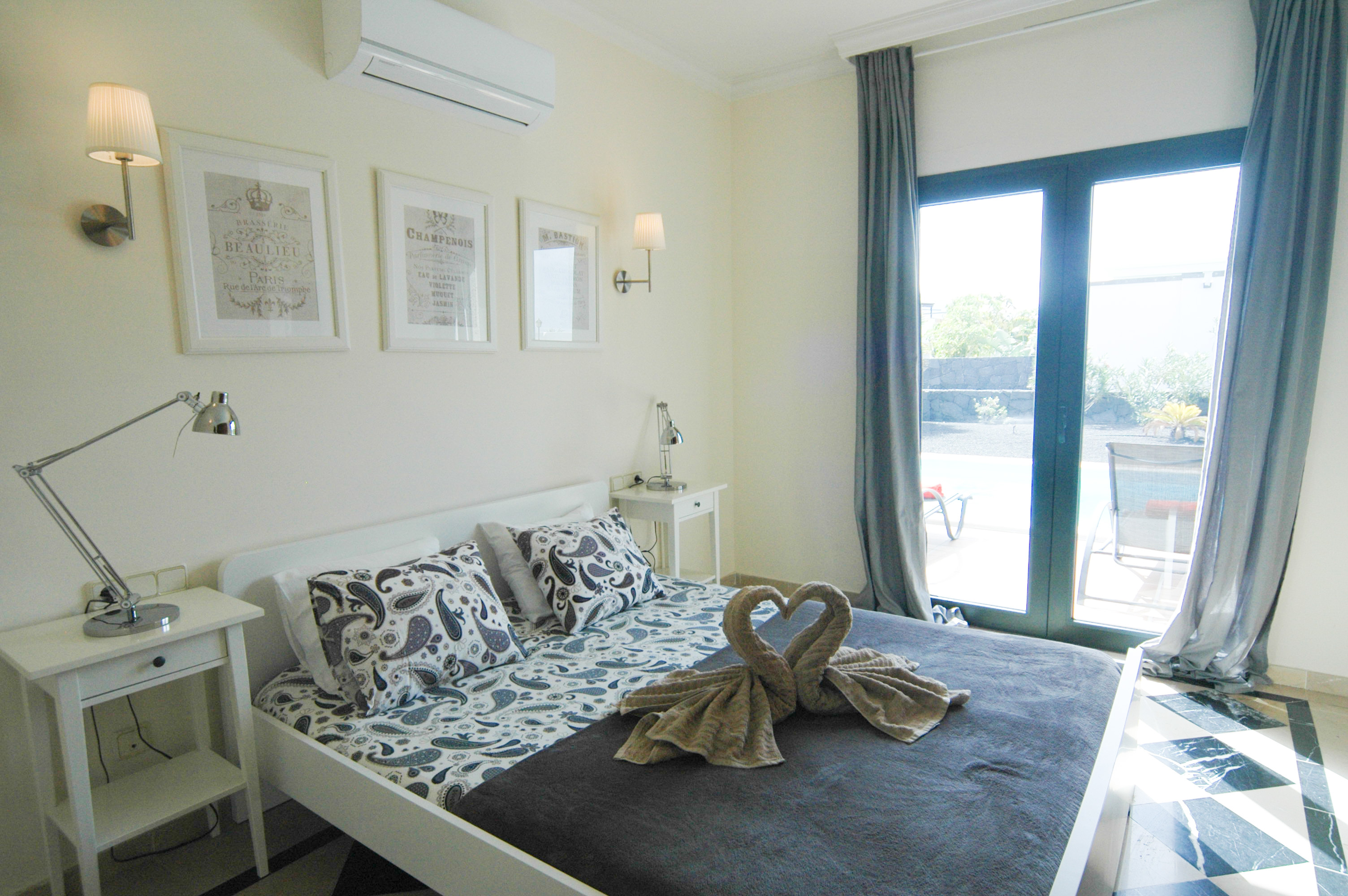 LVC333174 Double bedroom with air con
