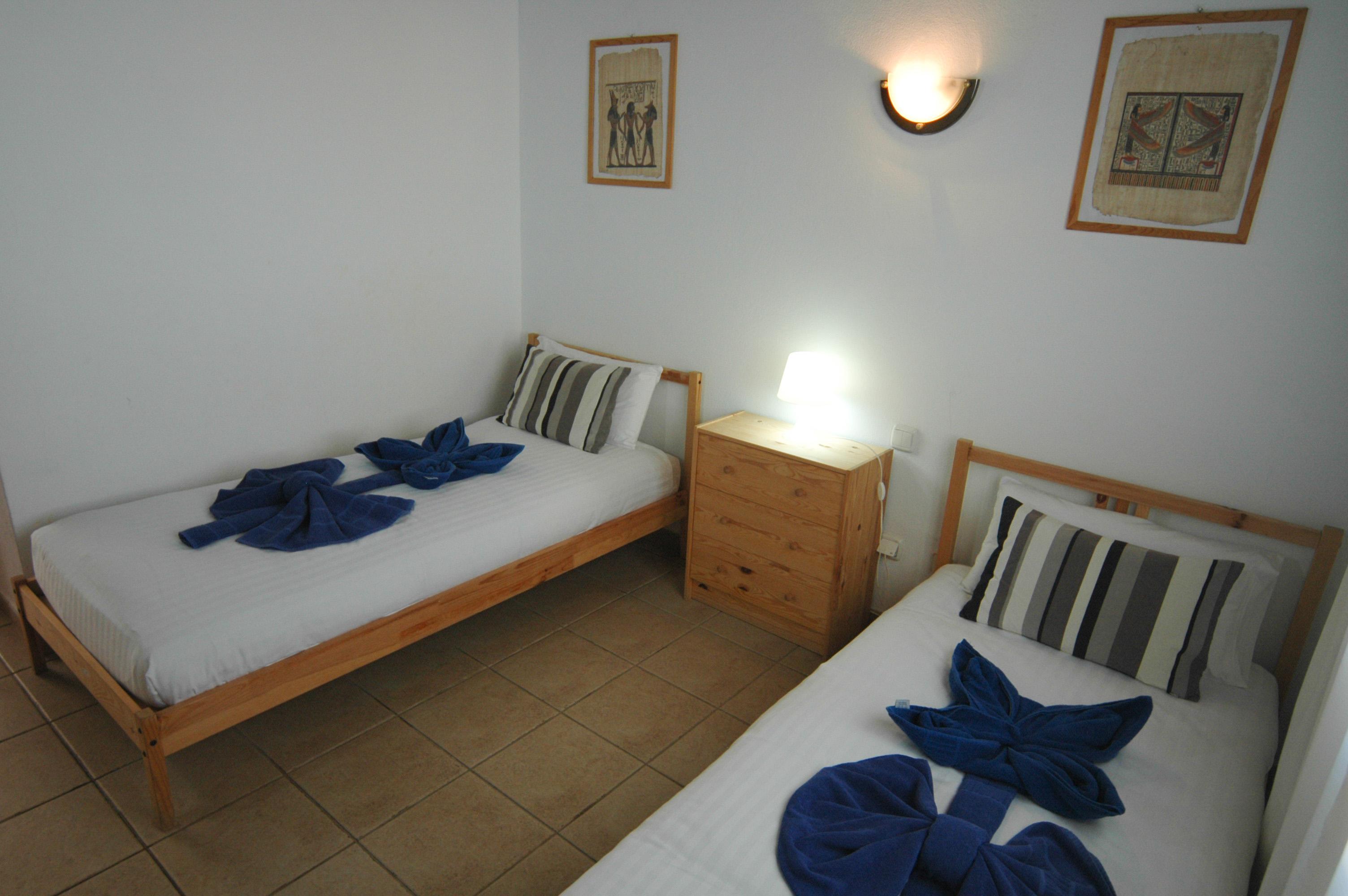 LVC334687 Twin bedroom