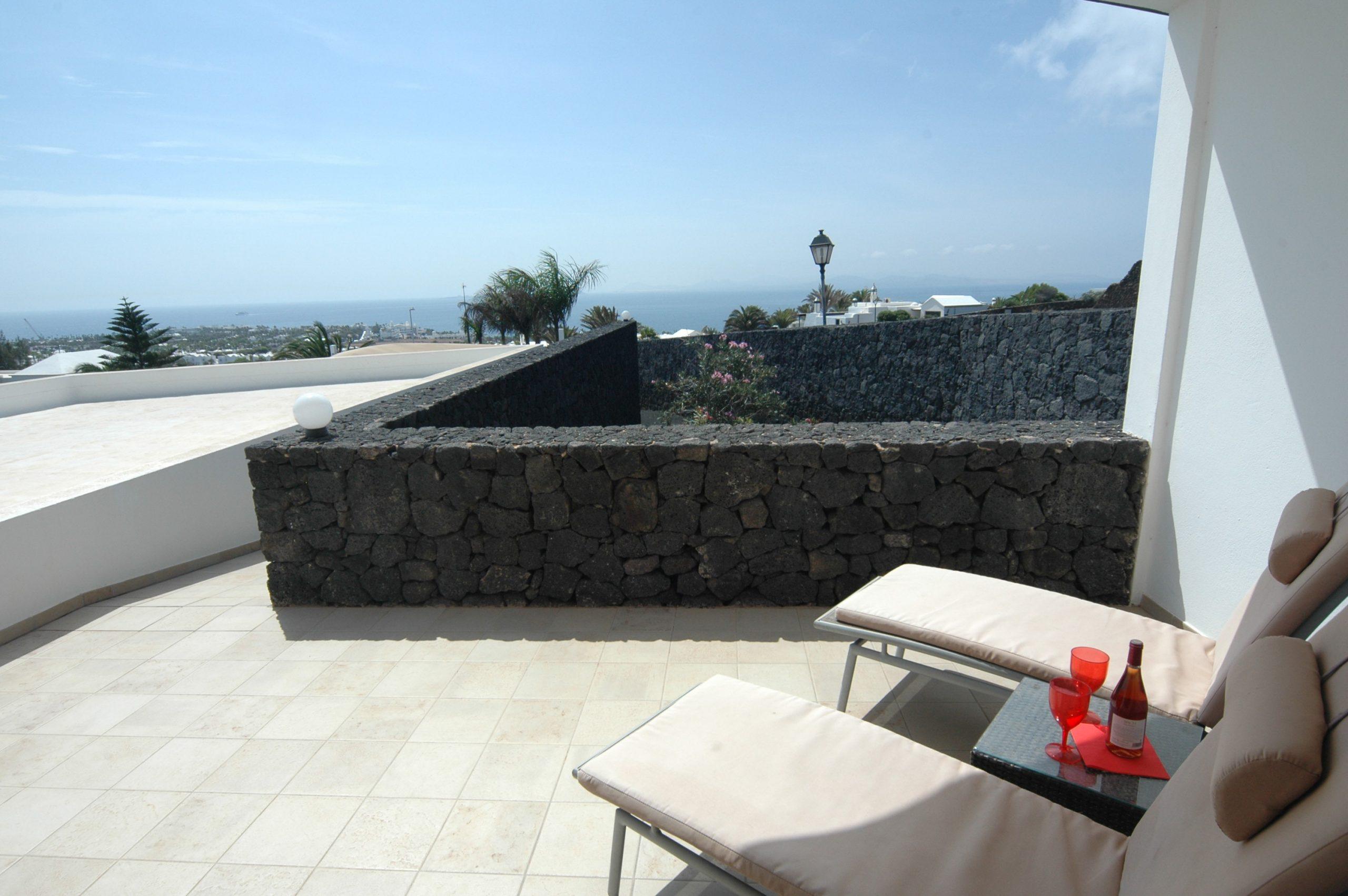 LVC216123 Terrace area