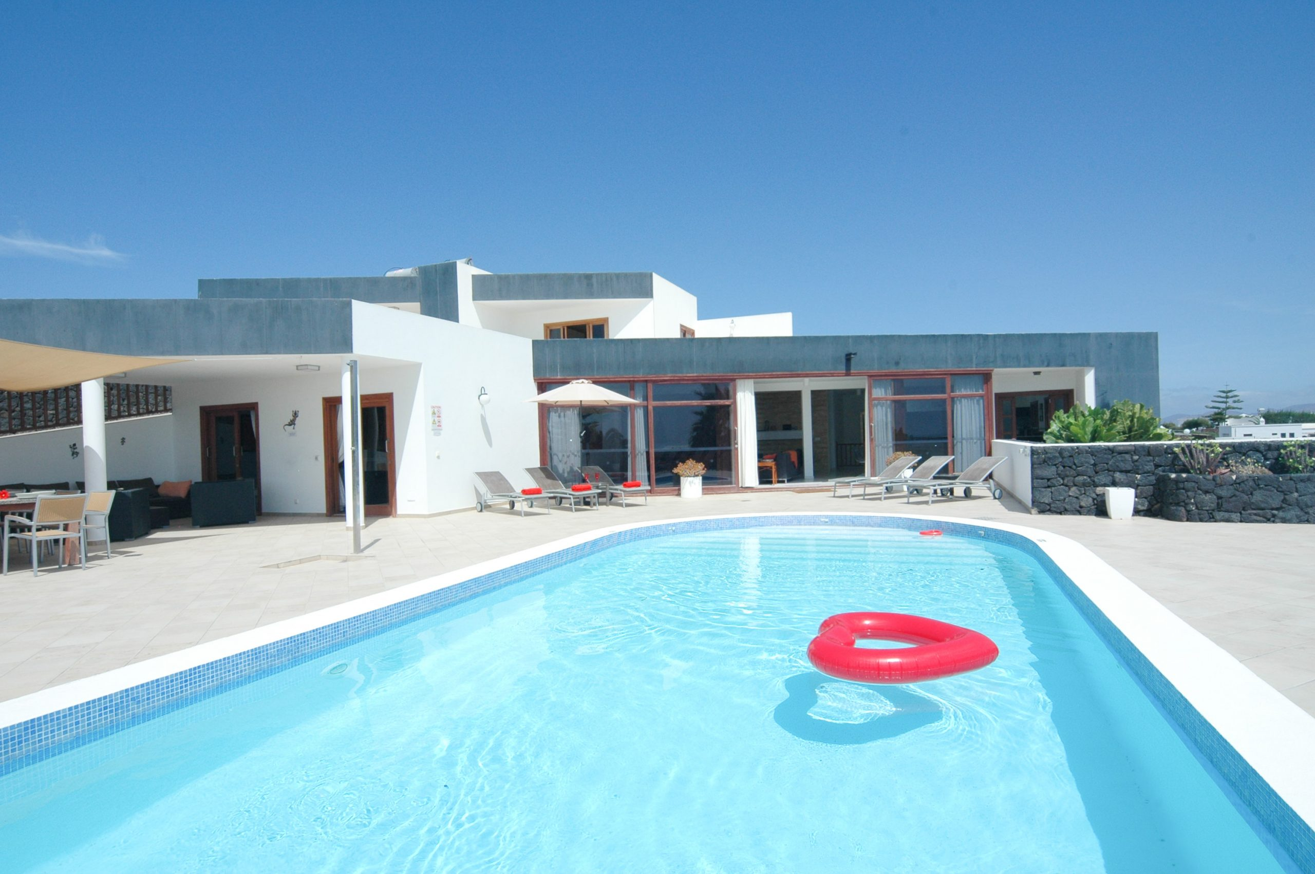 LVC216123 Pool area