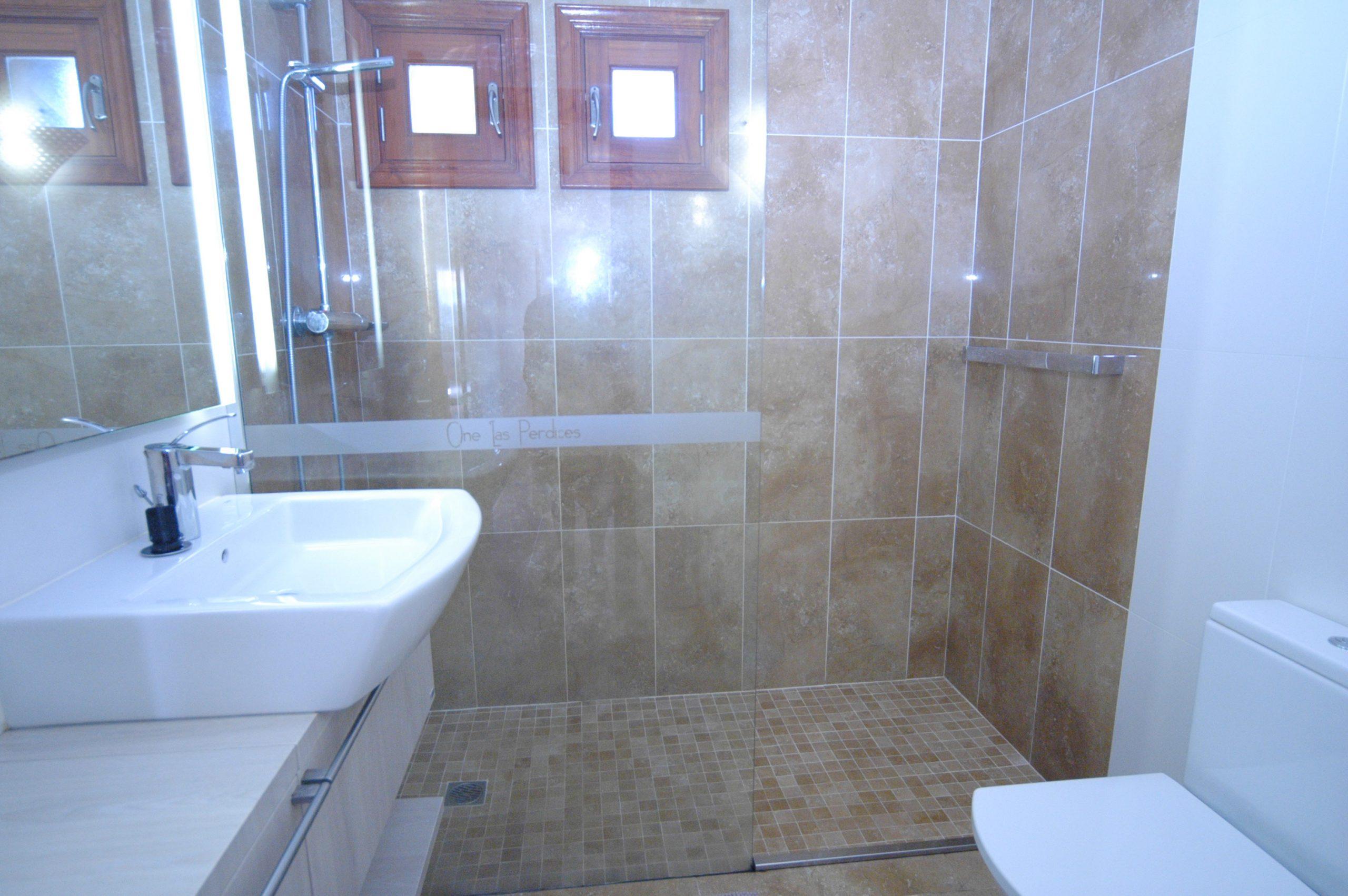 LVC216123 Annexe shower room