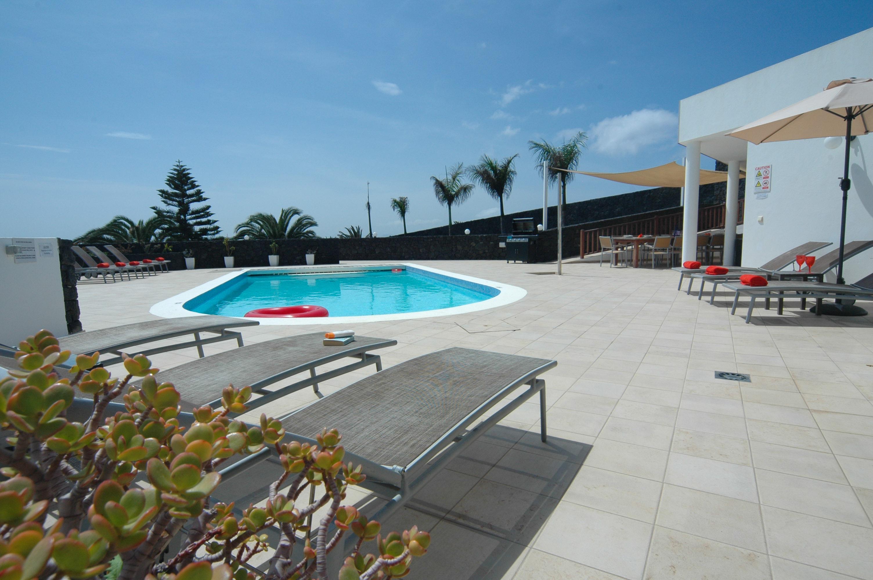 LVC216123 Heated pool